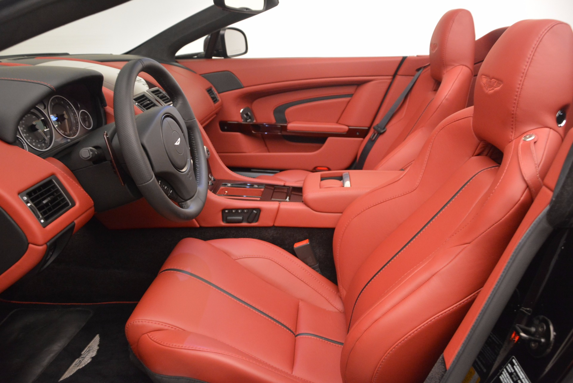 Used 2015 Aston Martin V12 Vantage S Roadster For Sale In Greenwich, CT 1335_p20