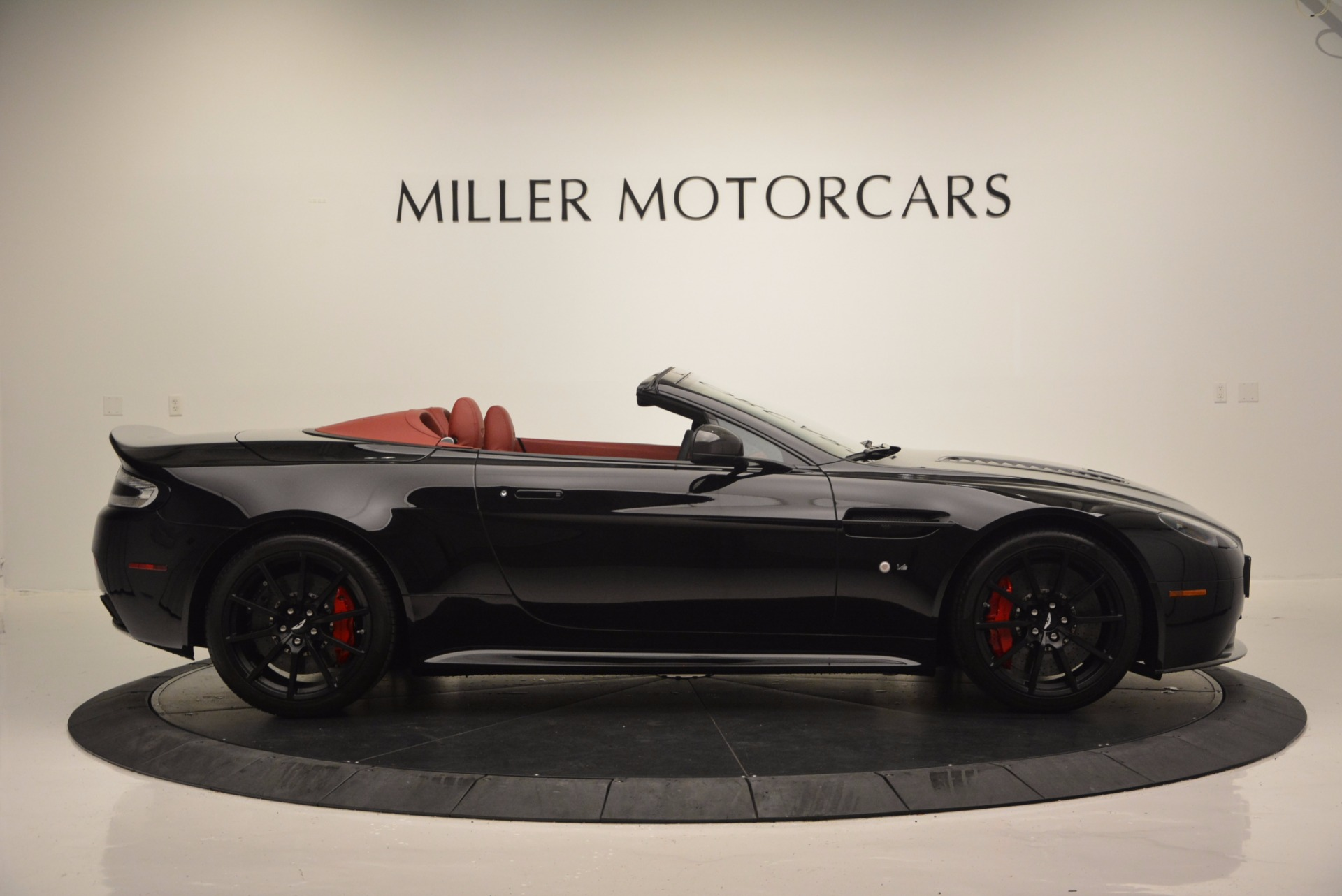 Used 2015 Aston Martin V12 Vantage S Roadster For Sale In Greenwich, CT 1335_p9