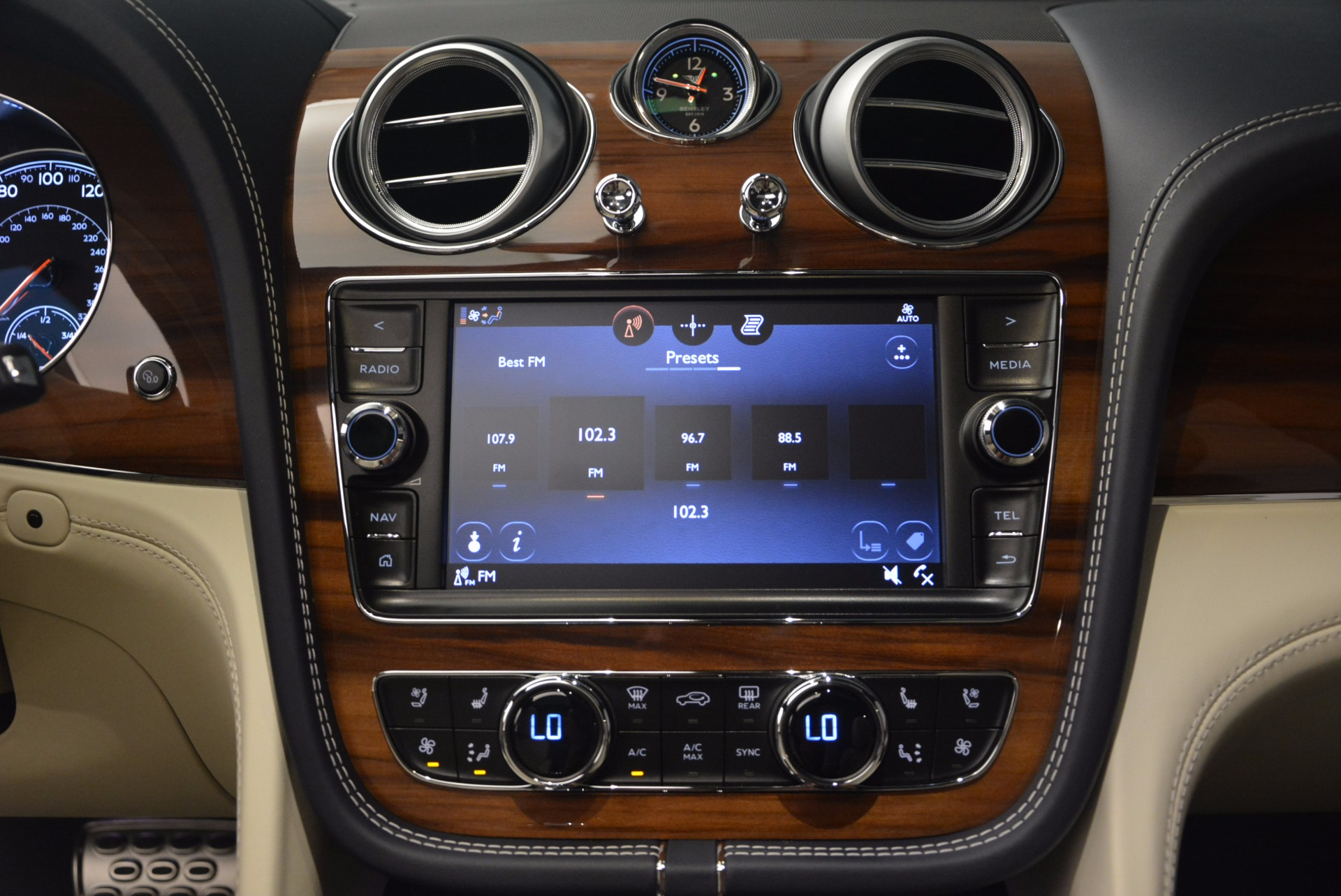 New 2018 Bentley Bentayga  For Sale In Greenwich, CT 1342_p30