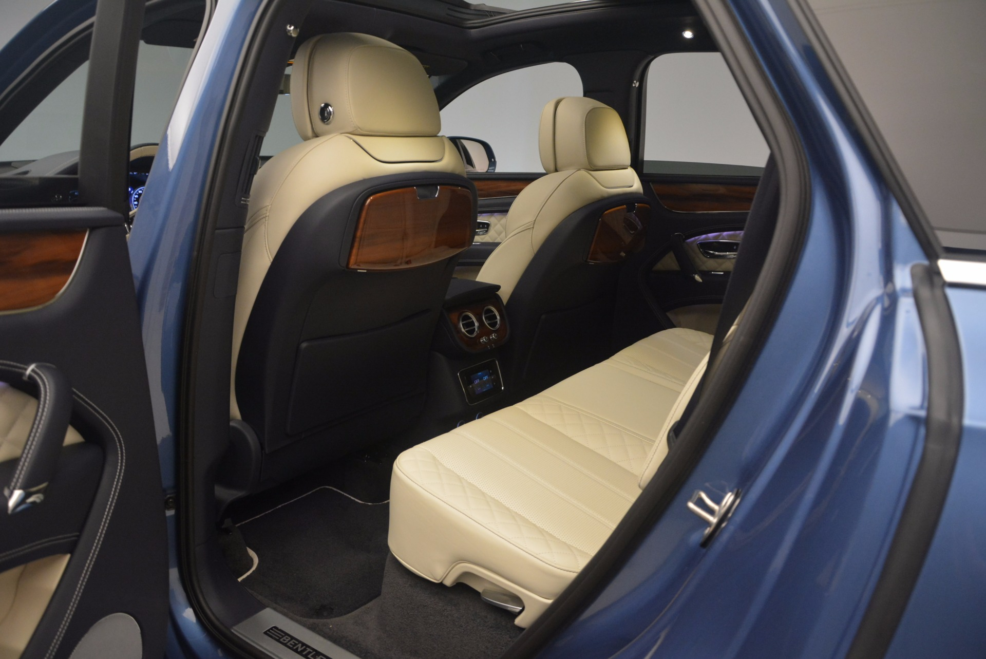 New 2018 Bentley Bentayga  For Sale In Greenwich, CT 1342_p35