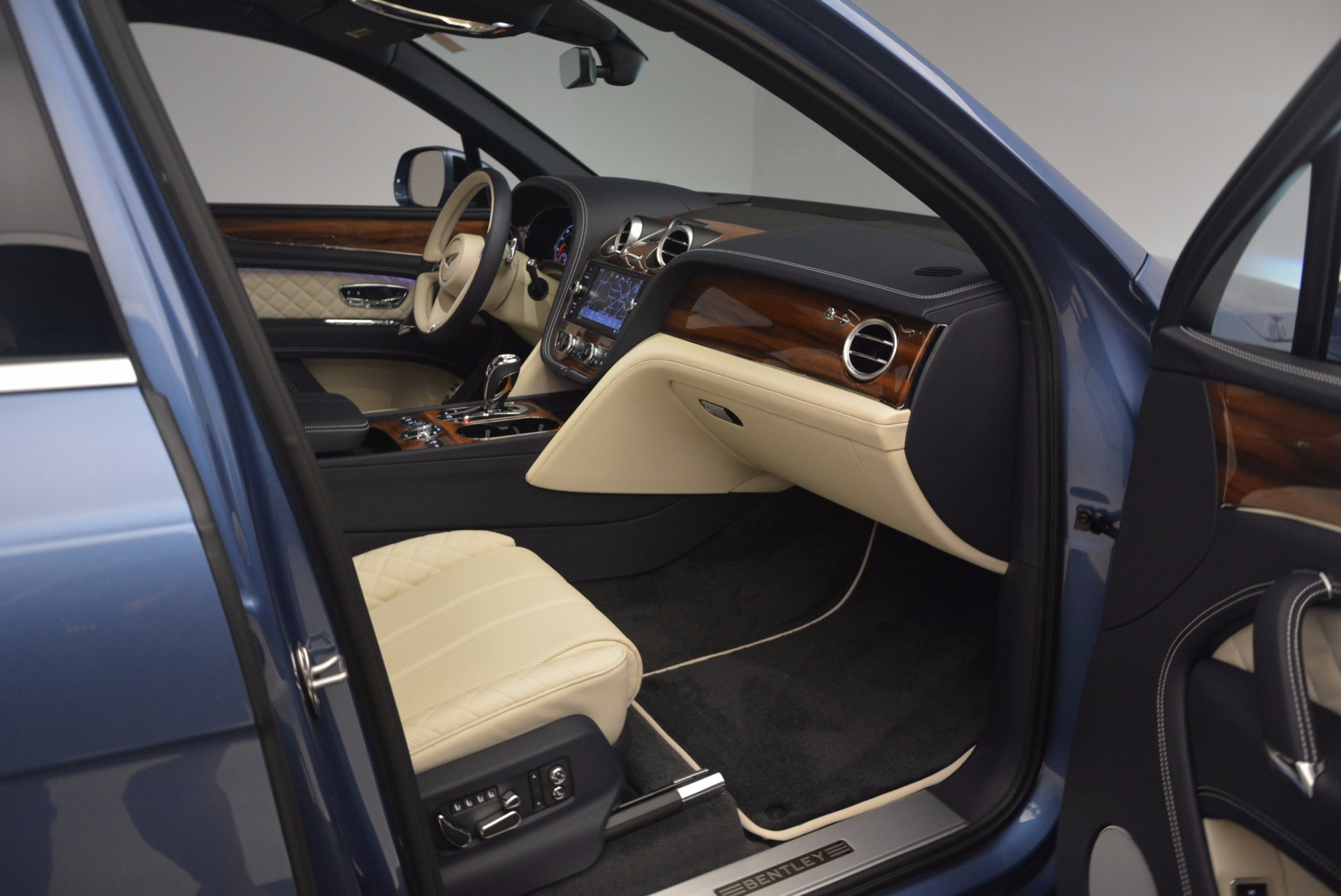 New 2018 Bentley Bentayga  For Sale In Greenwich, CT 1342_p43