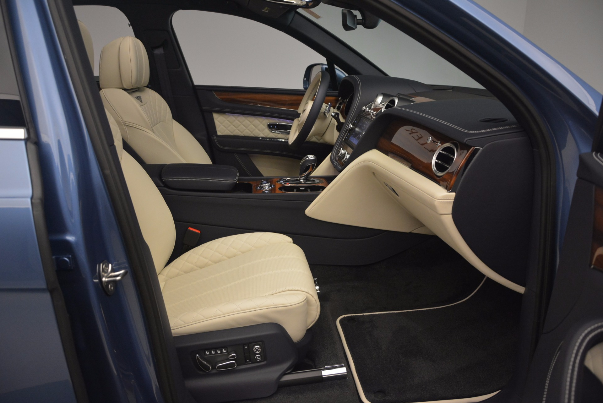 New 2018 Bentley Bentayga  For Sale In Greenwich, CT 1342_p44