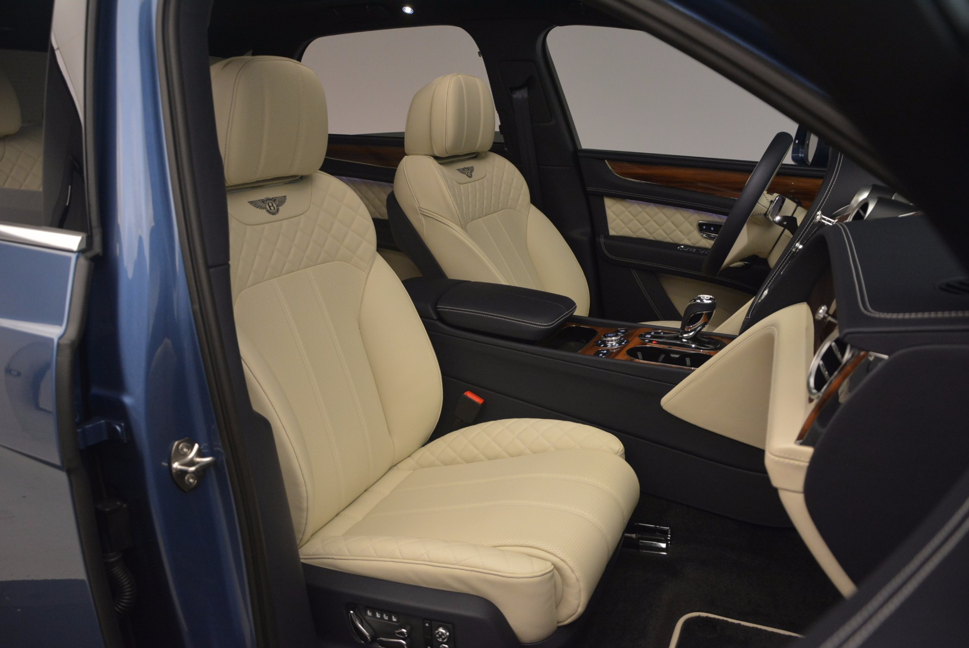New 2018 Bentley Bentayga  For Sale In Greenwich, CT 1342_p45