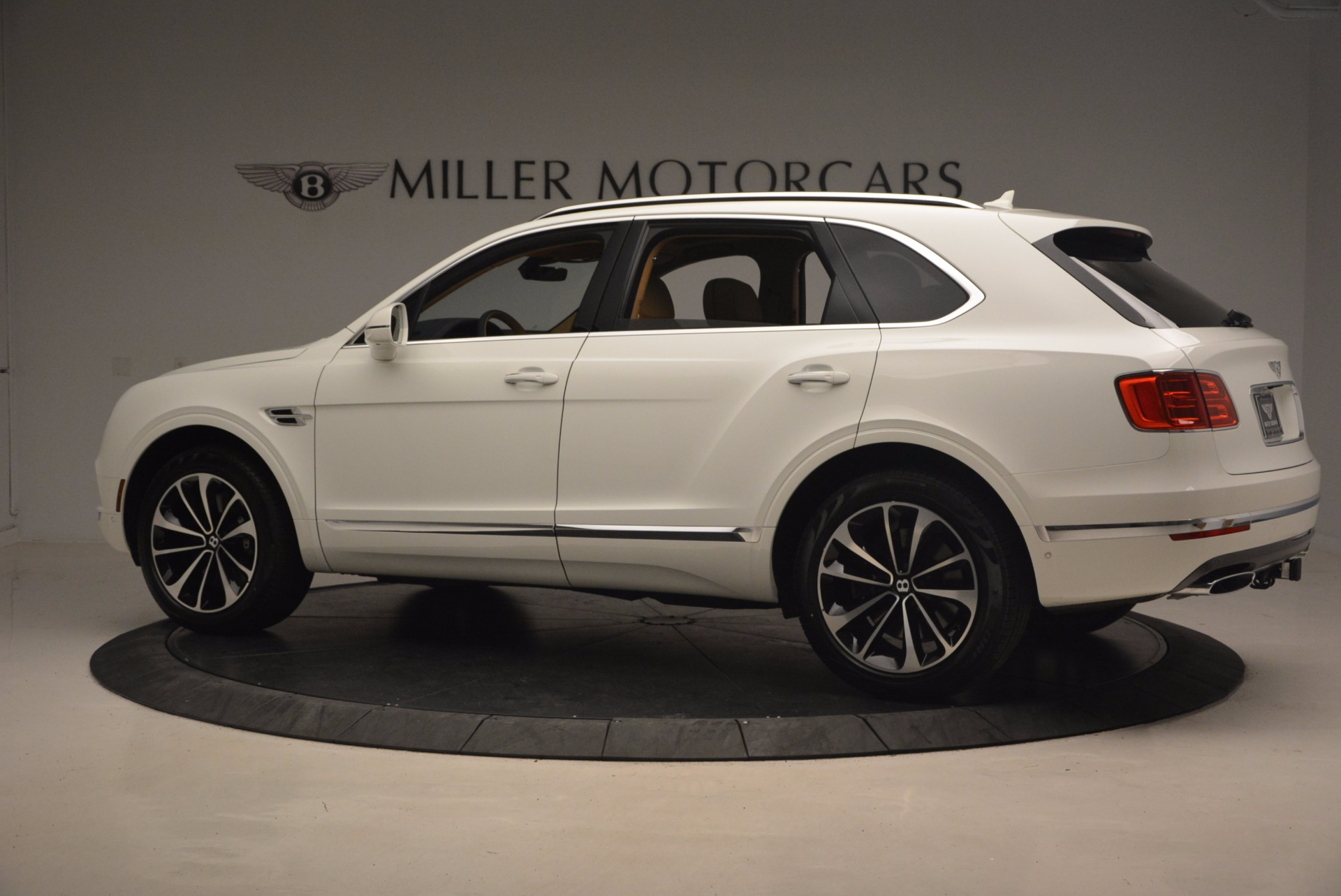 New 2018 Bentley Bentayga W12 Signature For Sale In Greenwich, CT 1358_p4