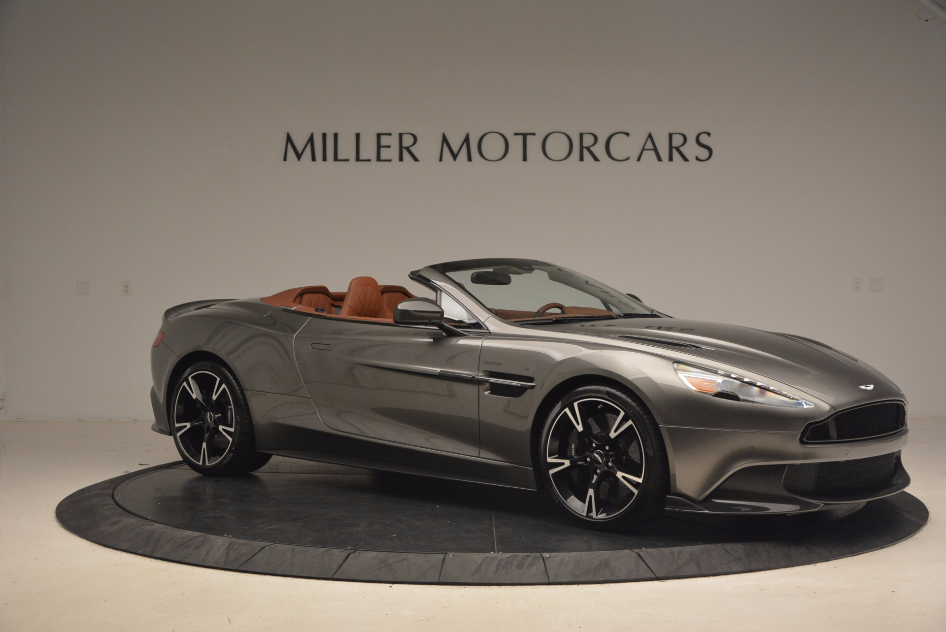 Used 2018 Aston Martin Vanquish S Convertible For Sale In Greenwich, CT 1362_p10