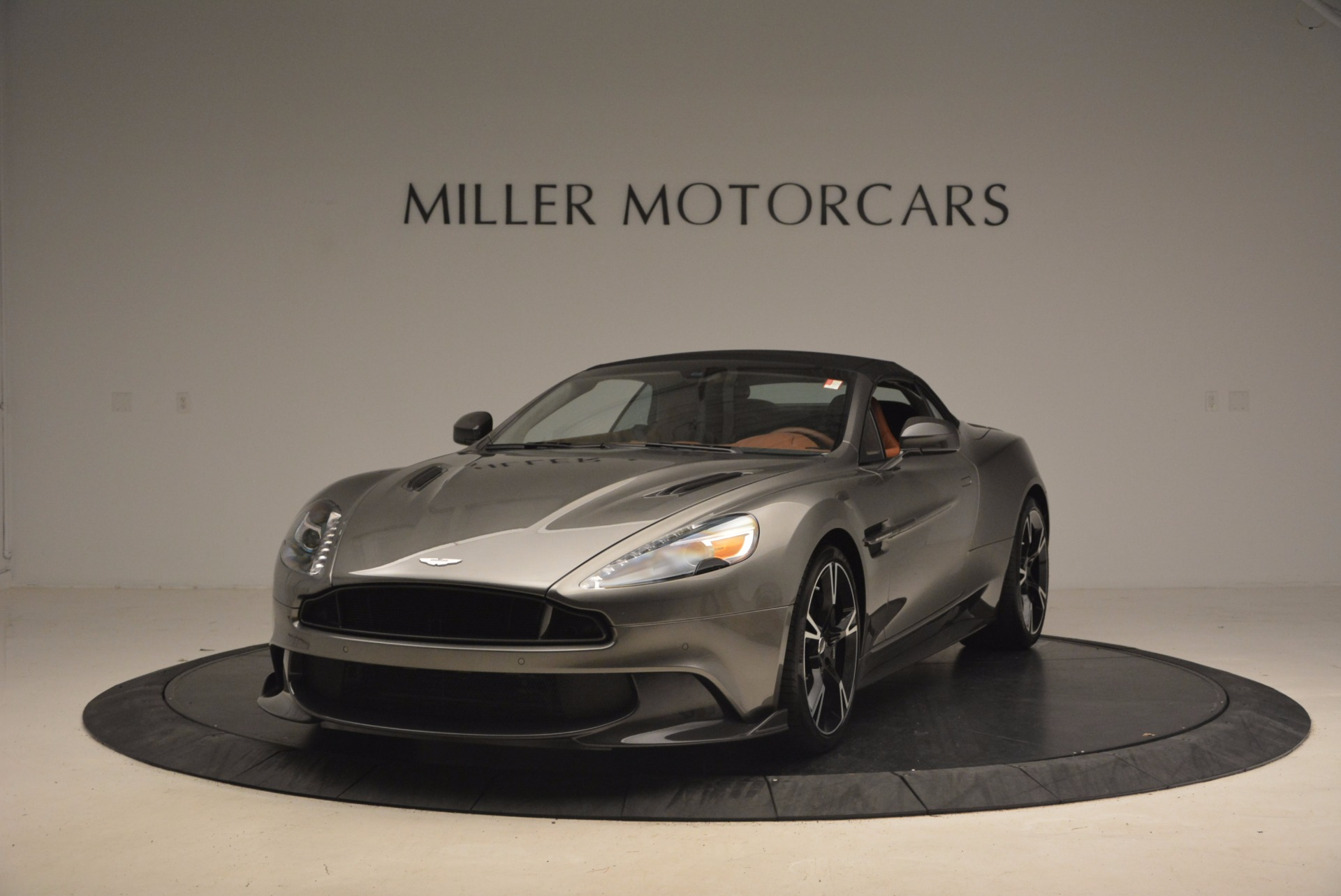 Used 2018 Aston Martin Vanquish S Convertible For Sale In Greenwich, CT 1362_p13