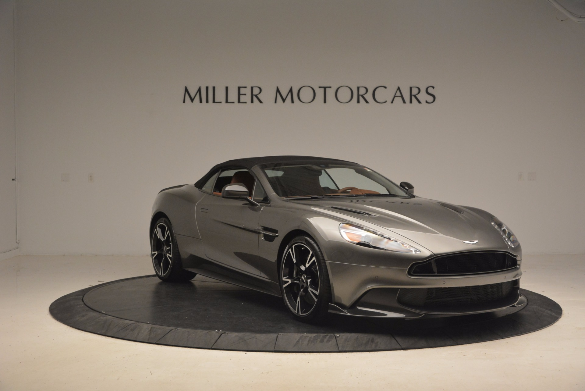 Used 2018 Aston Martin Vanquish S Convertible For Sale In Greenwich, CT 1362_p18
