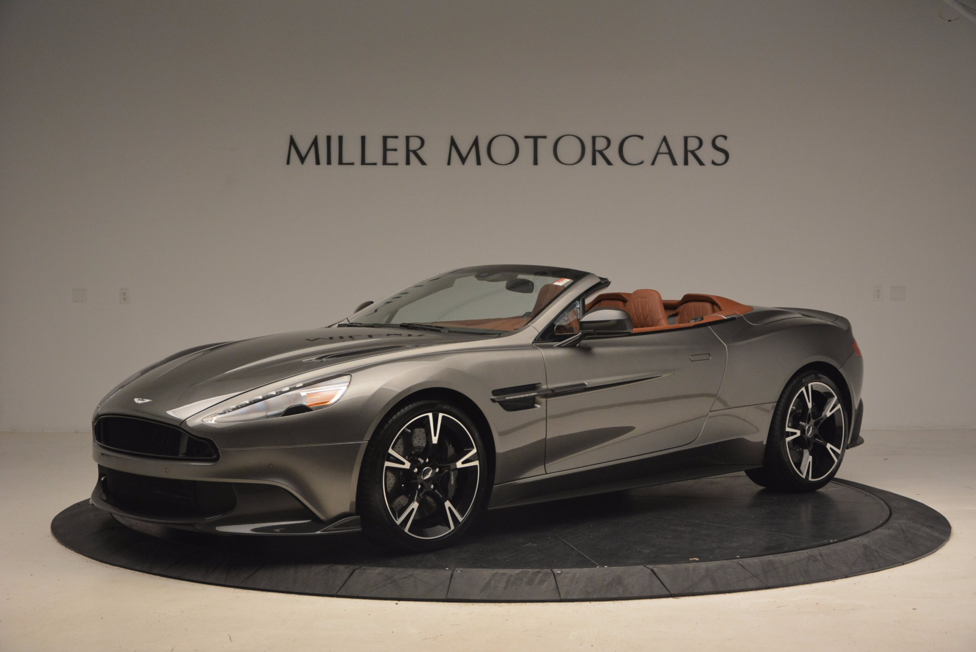 Used 2018 Aston Martin Vanquish S Convertible For Sale In Greenwich, CT 1362_p2