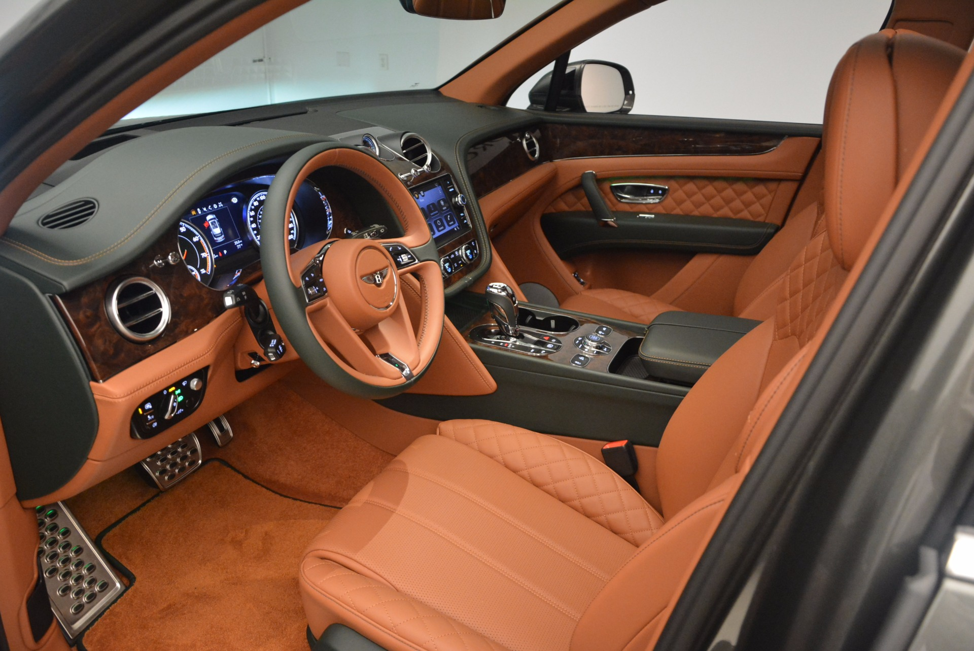 New 2018 Bentley Bentayga  For Sale In Greenwich, CT 1363_p27