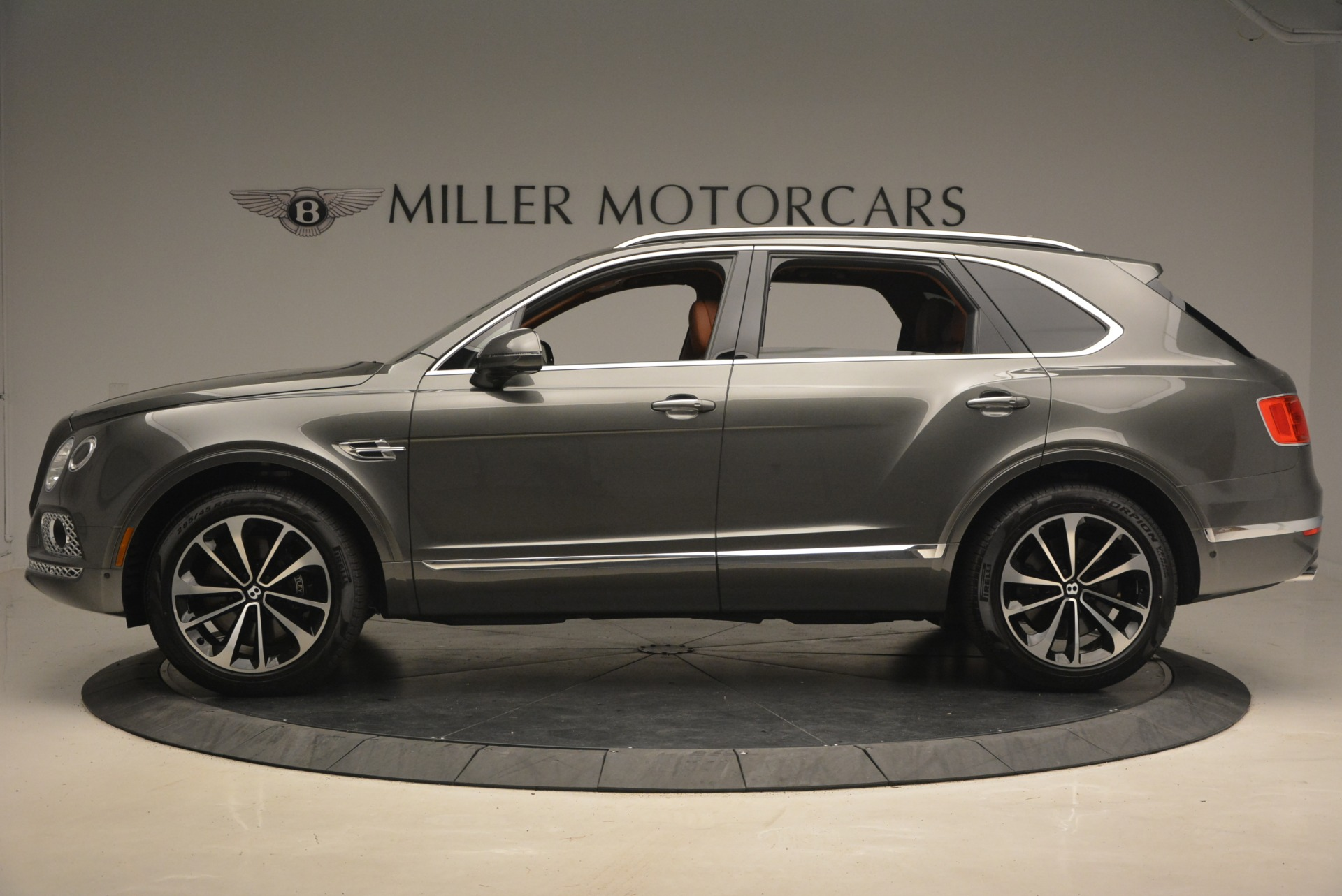 New 2018 Bentley Bentayga  For Sale In Greenwich, CT 1363_p3