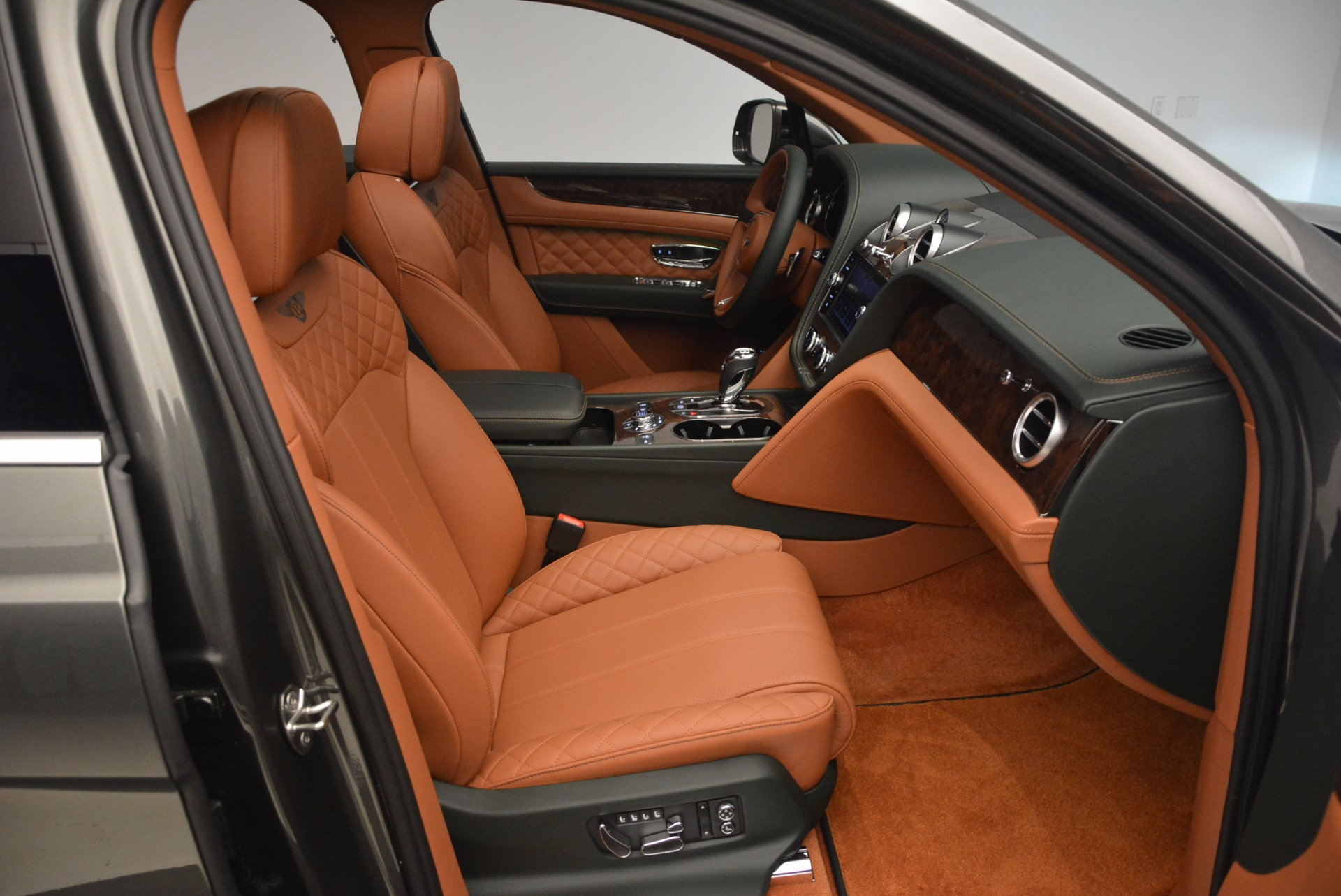 New 2018 Bentley Bentayga  For Sale In Greenwich, CT 1363_p46