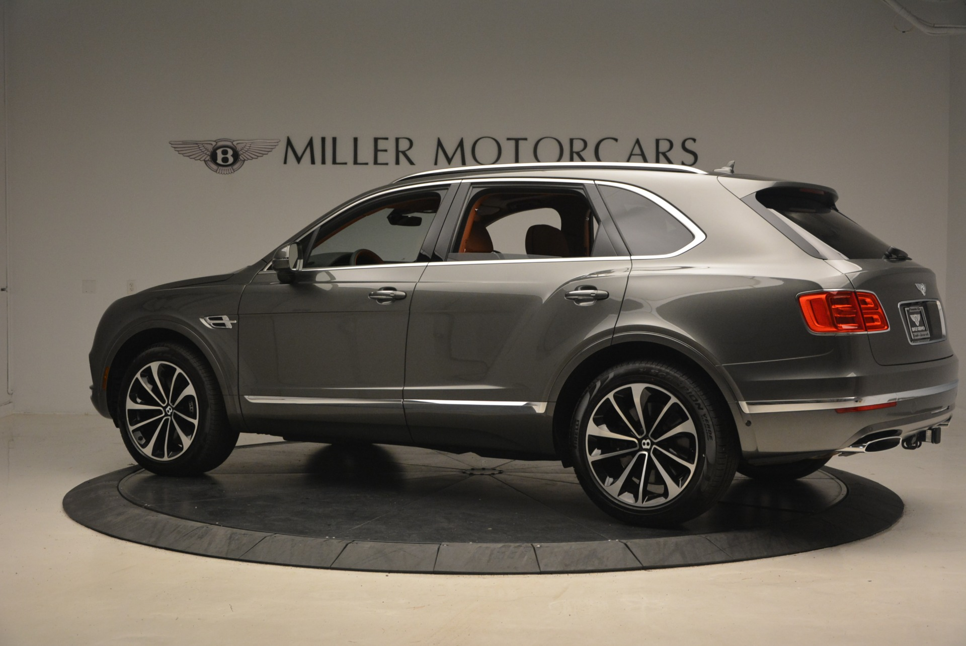 New 2018 Bentley Bentayga  For Sale In Greenwich, CT 1363_p4