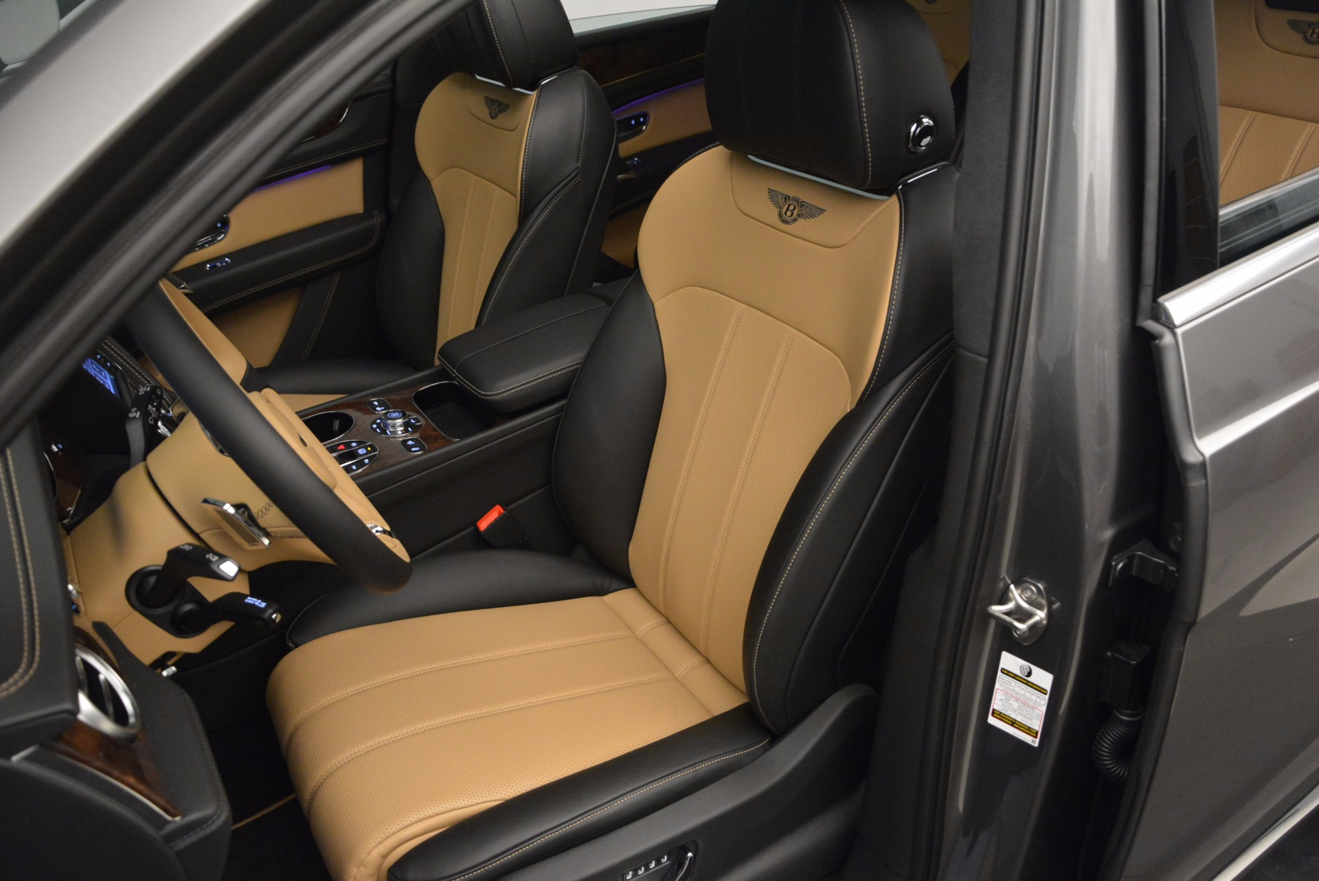 New 2018 Bentley Bentayga Activity Edition-Now with seating for 7!!! For Sale In Greenwich, CT 1396_p25