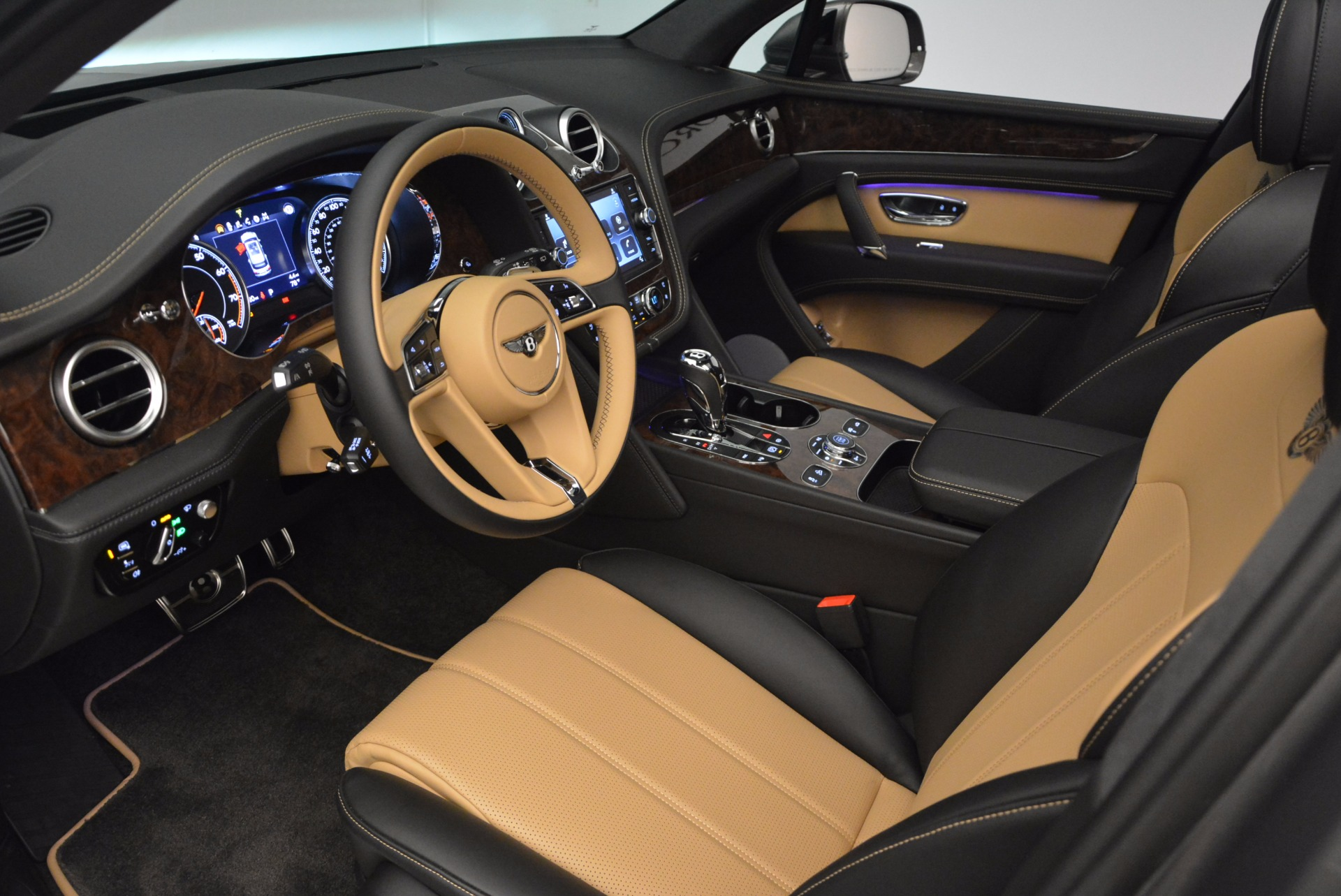 New 2018 Bentley Bentayga Activity Edition-Now with seating for 7!!! For Sale In Greenwich, CT 1396_p27