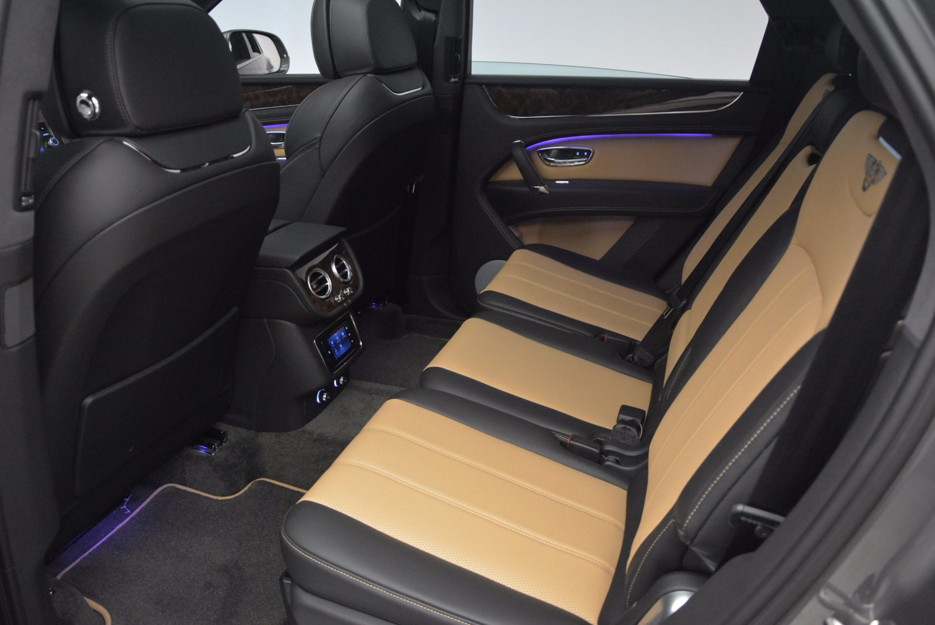 New 2018 Bentley Bentayga Activity Edition-Now with seating for 7!!! For Sale In Greenwich, CT 1396_p30