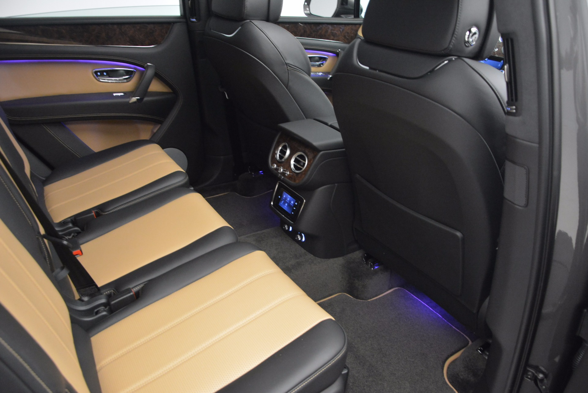 New 2018 Bentley Bentayga Activity Edition-Now with seating for 7!!! For Sale In Greenwich, CT 1396_p39