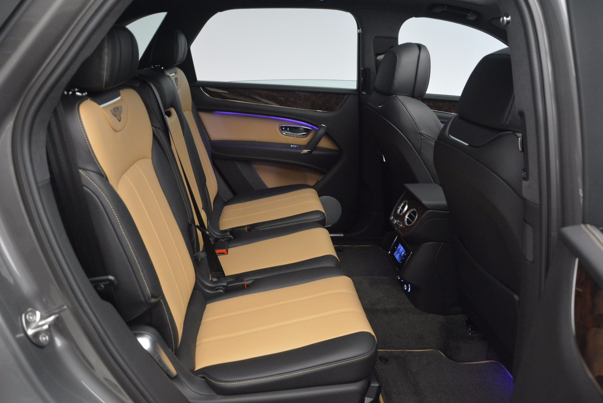 New 2018 Bentley Bentayga Activity Edition-Now with seating for 7!!! For Sale In Greenwich, CT 1396_p40