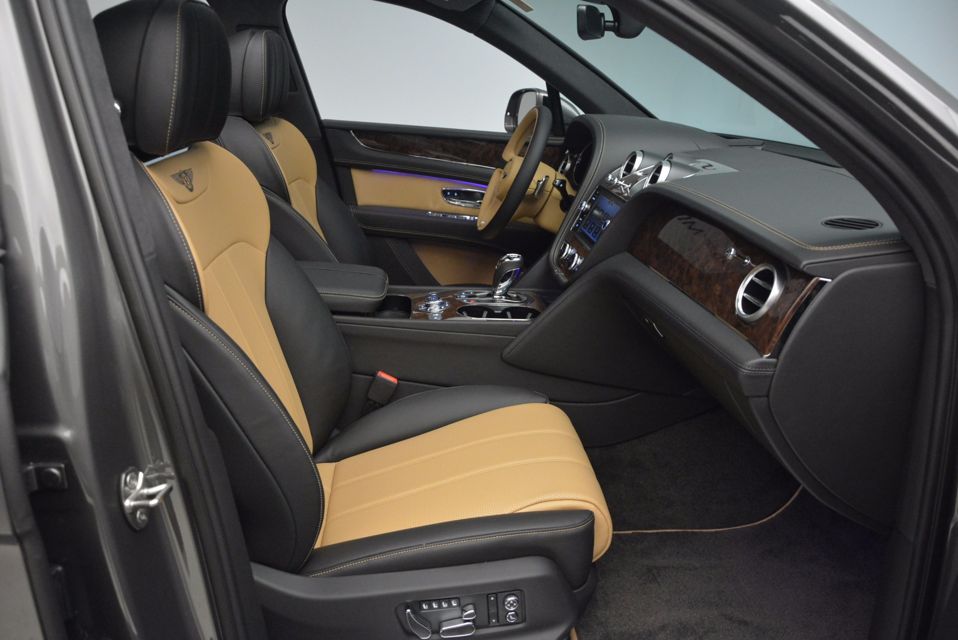 New 2018 Bentley Bentayga Activity Edition-Now with seating for 7!!! For Sale In Greenwich, CT 1396_p44