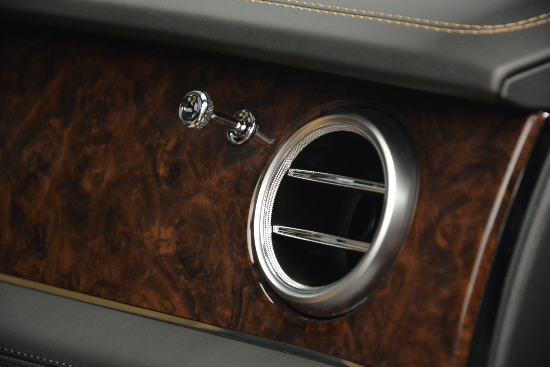 New 2018 Bentley Bentayga Activity Edition-Now with seating for 7!!! For Sale In Greenwich, CT 1396_p46