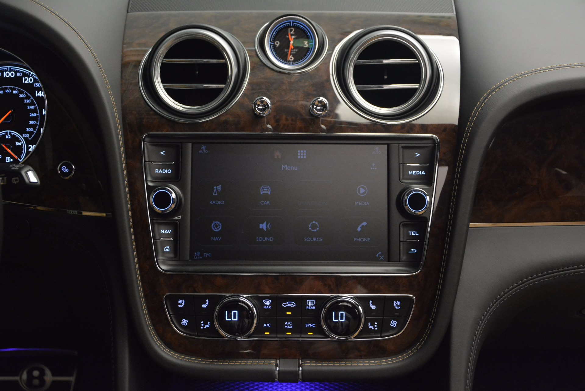 New 2018 Bentley Bentayga Activity Edition-Now with seating for 7!!! For Sale In Greenwich, CT 1396_p48
