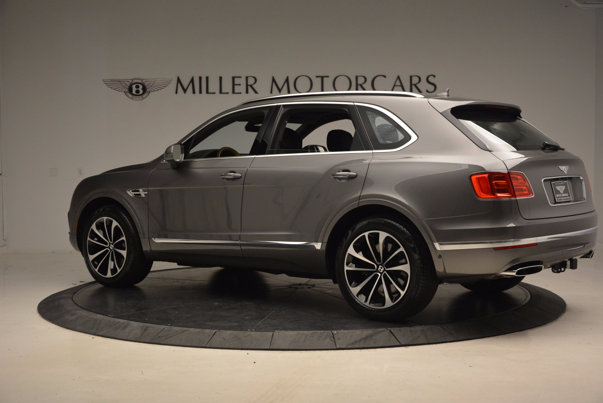New 2018 Bentley Bentayga Activity Edition-Now with seating for 7!!! For Sale In Greenwich, CT 1396_p4
