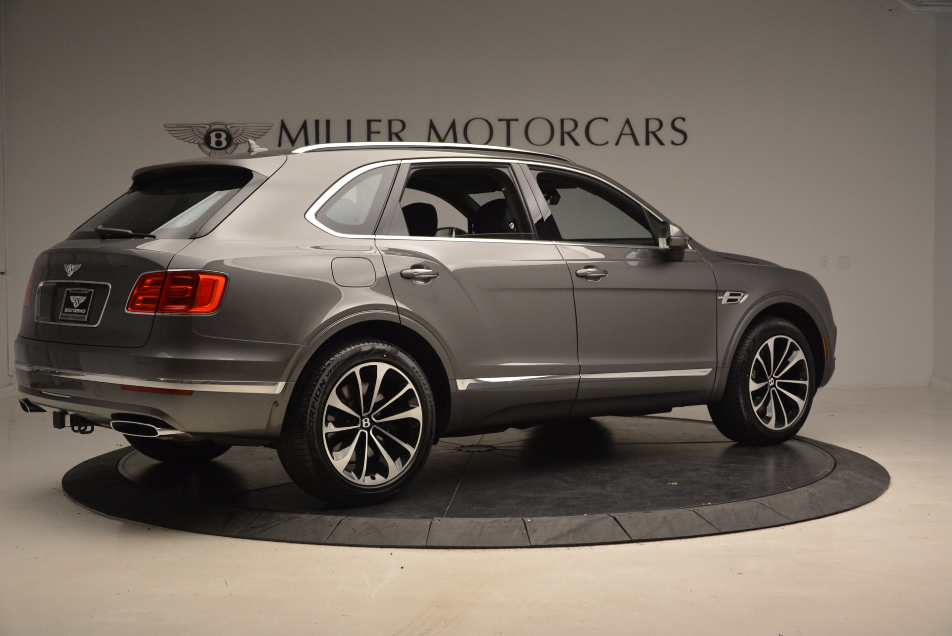 New 2018 Bentley Bentayga Activity Edition-Now with seating for 7!!! For Sale In Greenwich, CT 1396_p9
