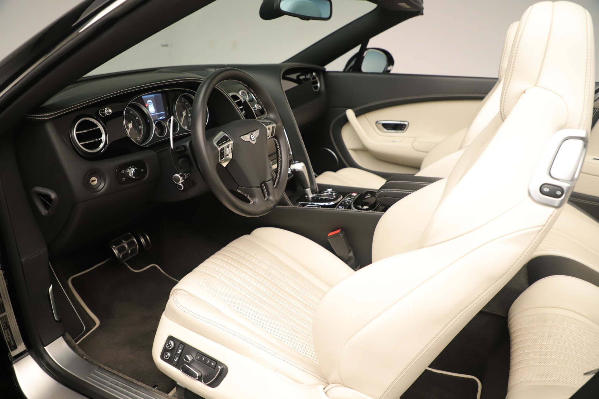Used 2016 Bentley Continental GT V8 S Convertible  For Sale In Greenwich, CT 14_p22