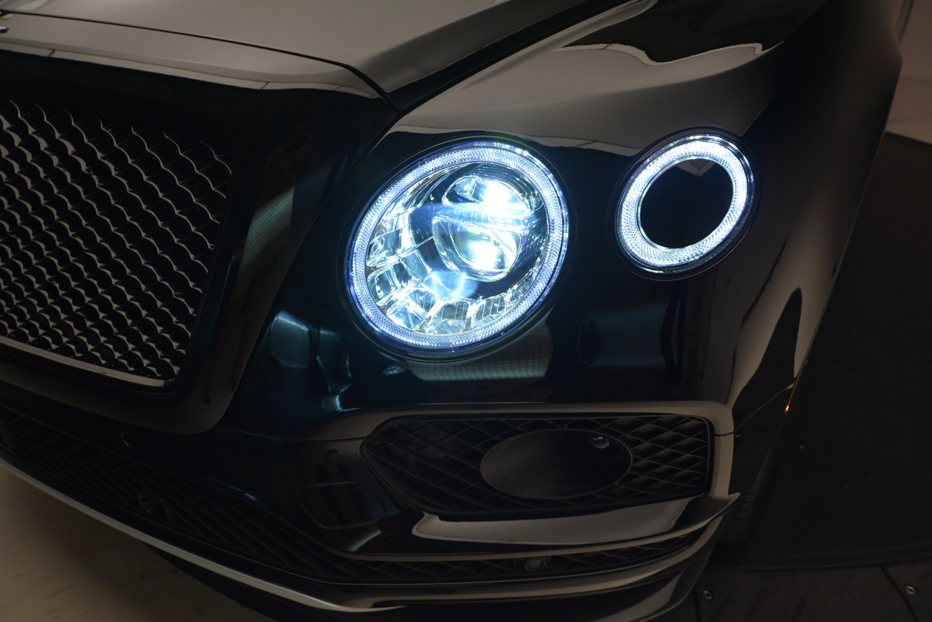 New 2018 Bentley Bentayga Black Edition For Sale In Greenwich, CT 1418_p17