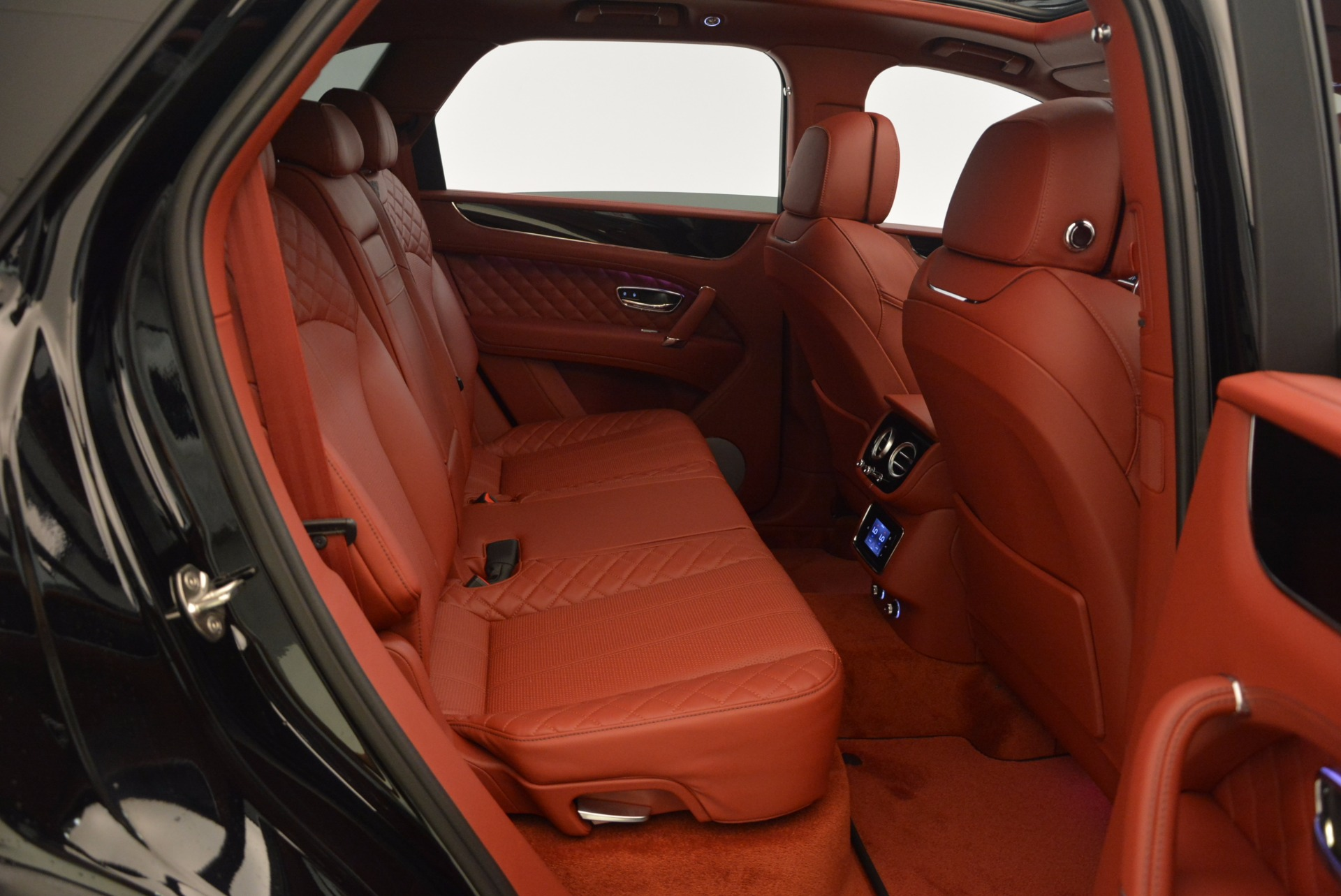 New 2018 Bentley Bentayga Black Edition For Sale In Greenwich, CT 1418_p52