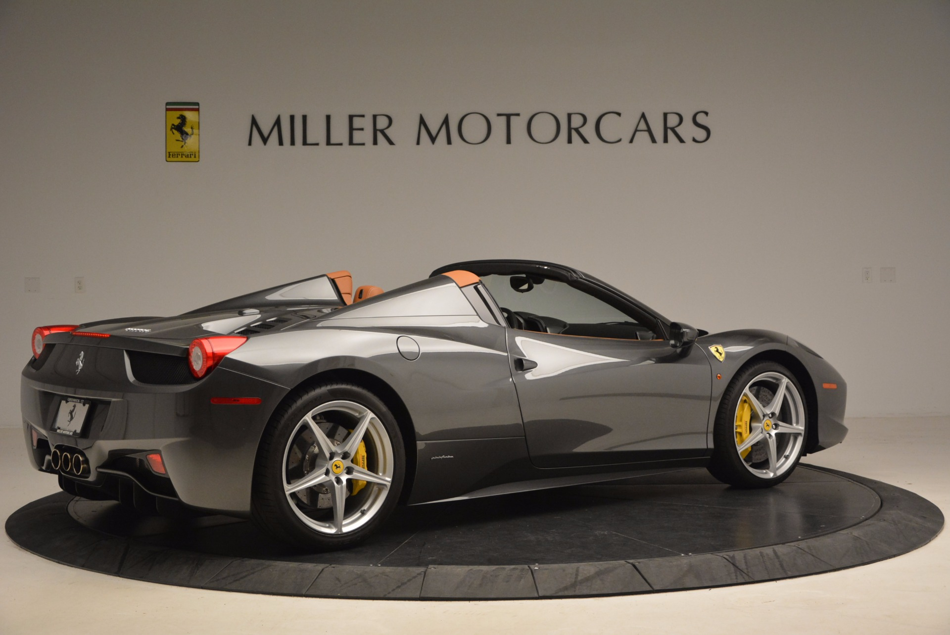 Used 2015 Ferrari 458 Spider  For Sale In Greenwich, CT 1423_p8