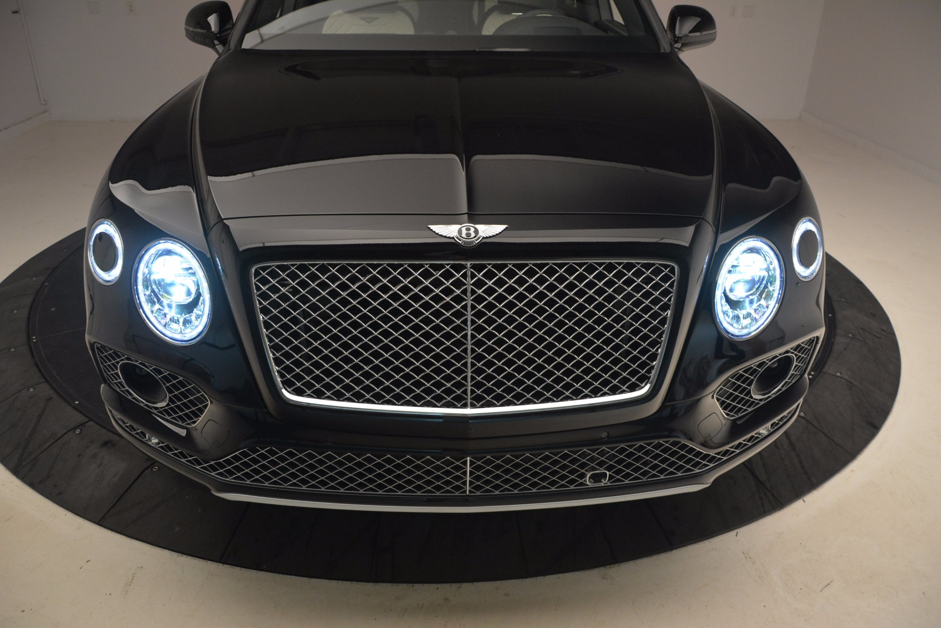 New 2018 Bentley Bentayga Signature For Sale In Greenwich, CT 1424_p16