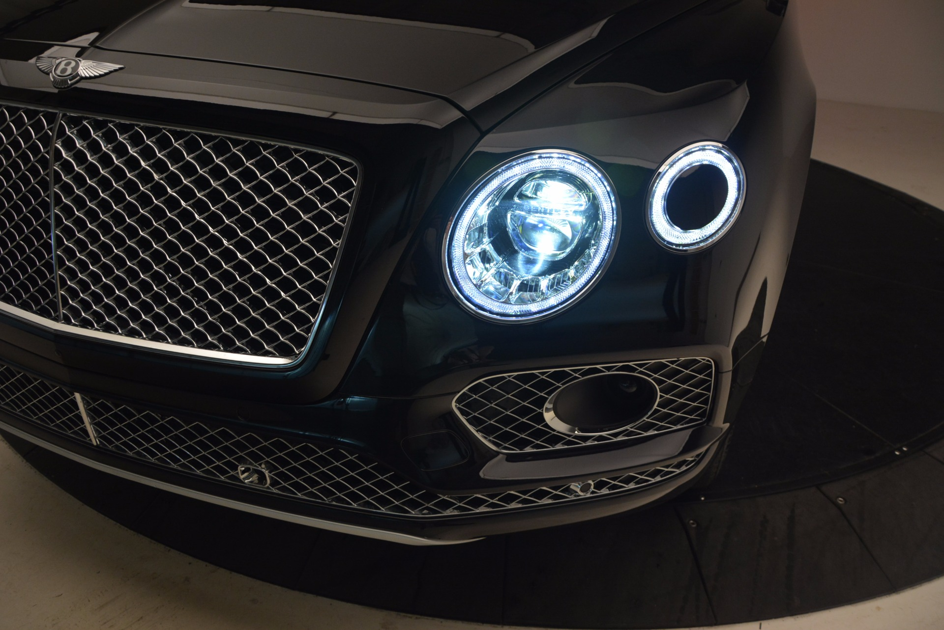 New 2018 Bentley Bentayga Signature For Sale In Greenwich, CT 1424_p17
