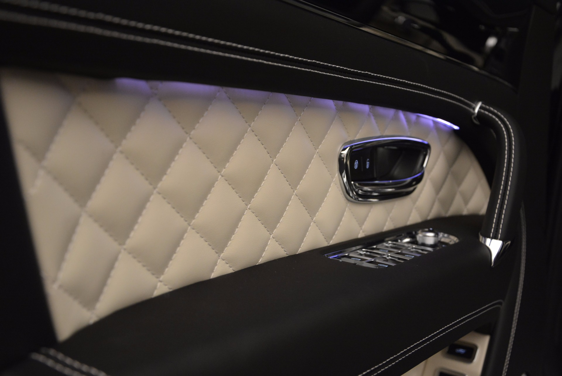 New 2018 Bentley Bentayga Signature For Sale In Greenwich, CT 1424_p23