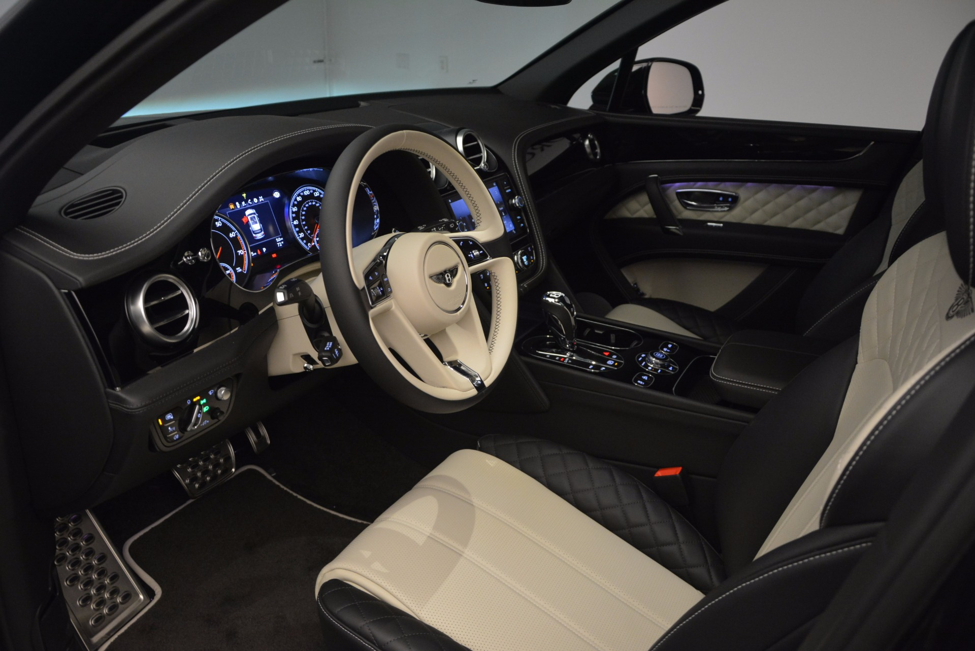 New 2018 Bentley Bentayga Signature For Sale In Greenwich, CT 1424_p24