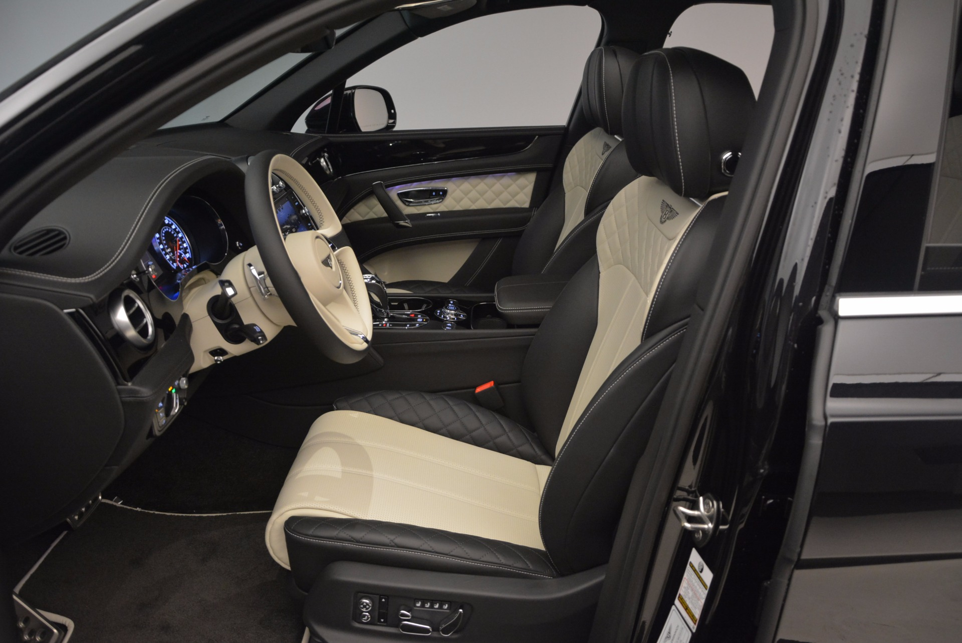 New 2018 Bentley Bentayga Signature For Sale In Greenwich, CT 1424_p25
