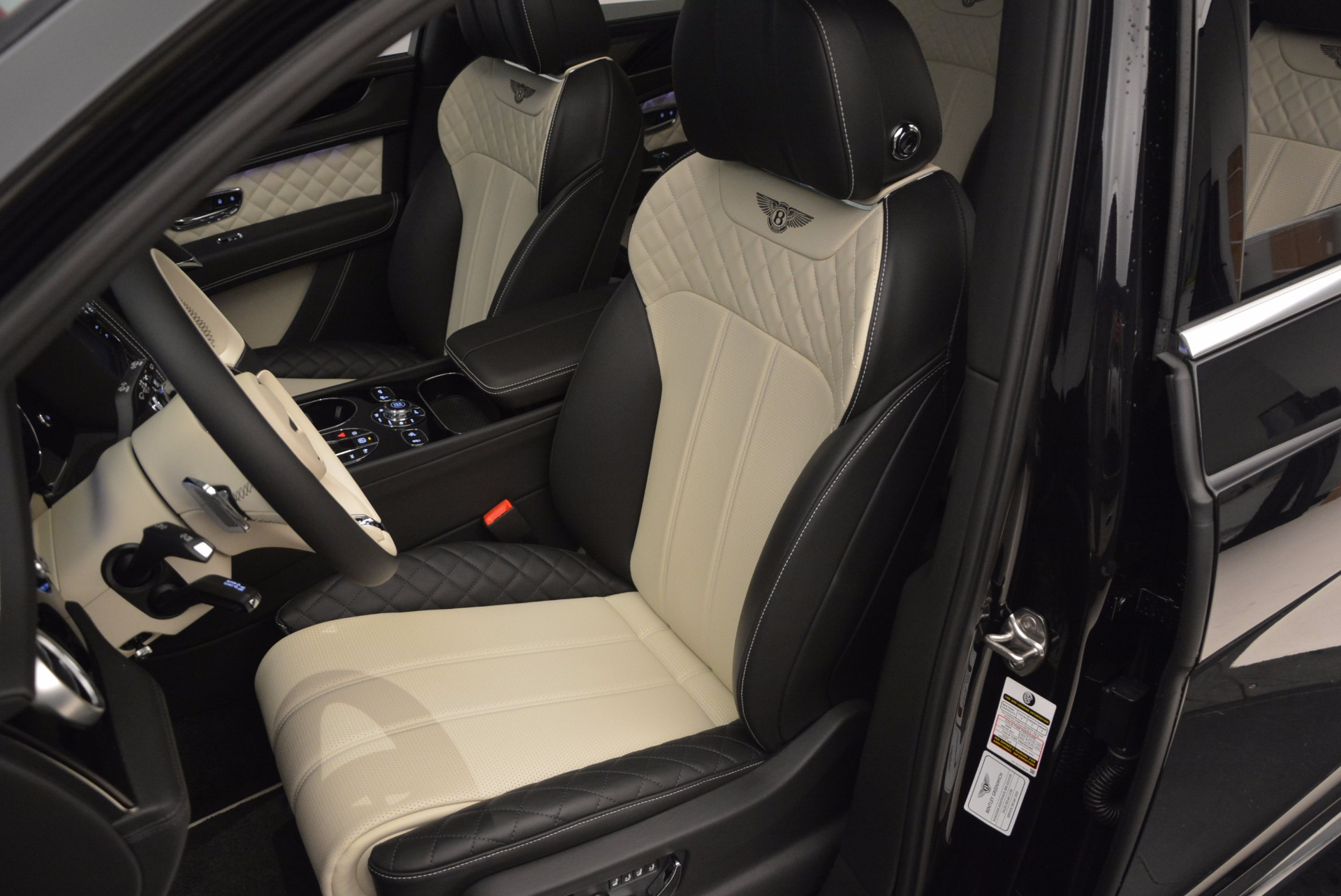 New 2018 Bentley Bentayga Signature For Sale In Greenwich, CT 1424_p26