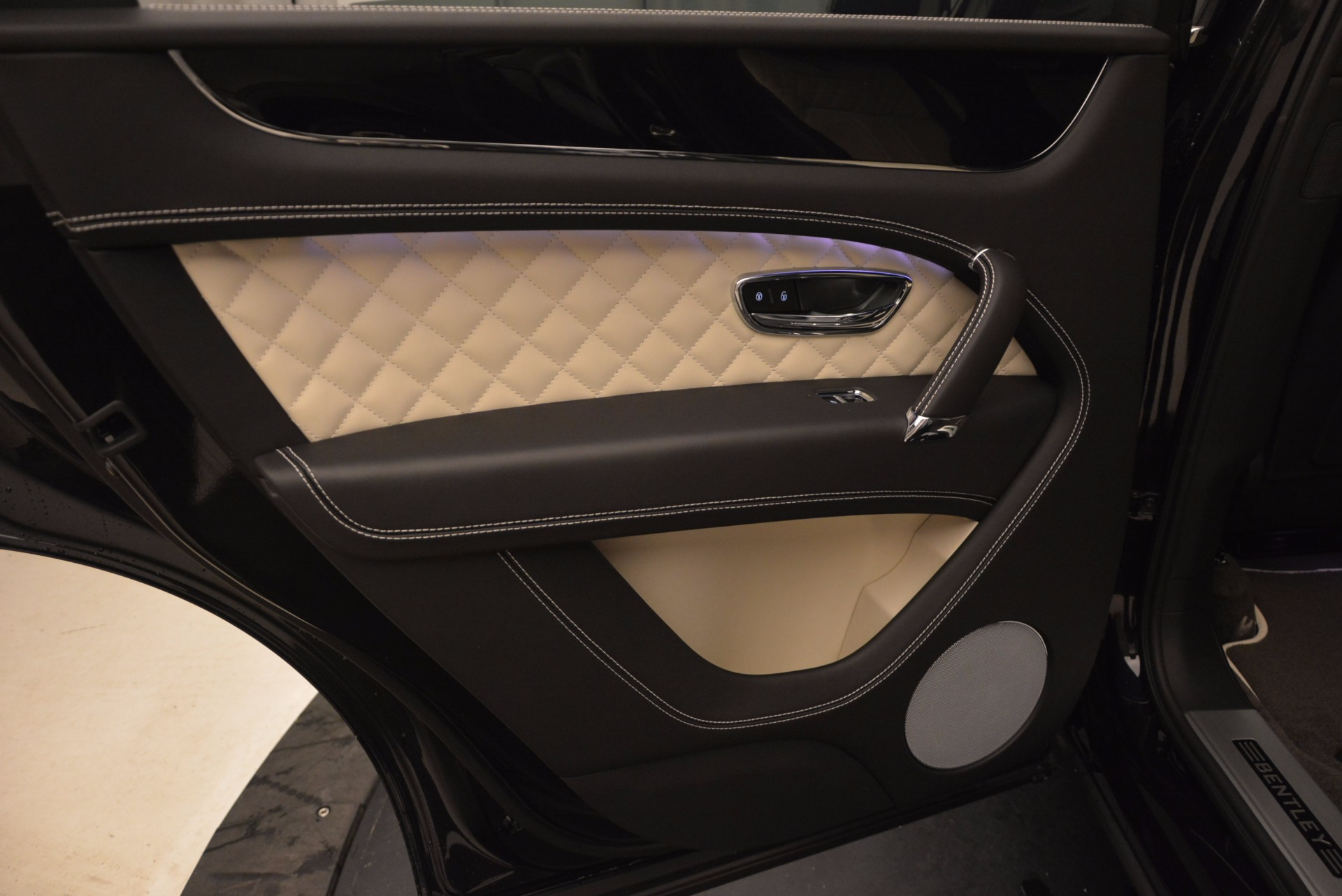 New 2018 Bentley Bentayga Signature For Sale In Greenwich, CT 1424_p30