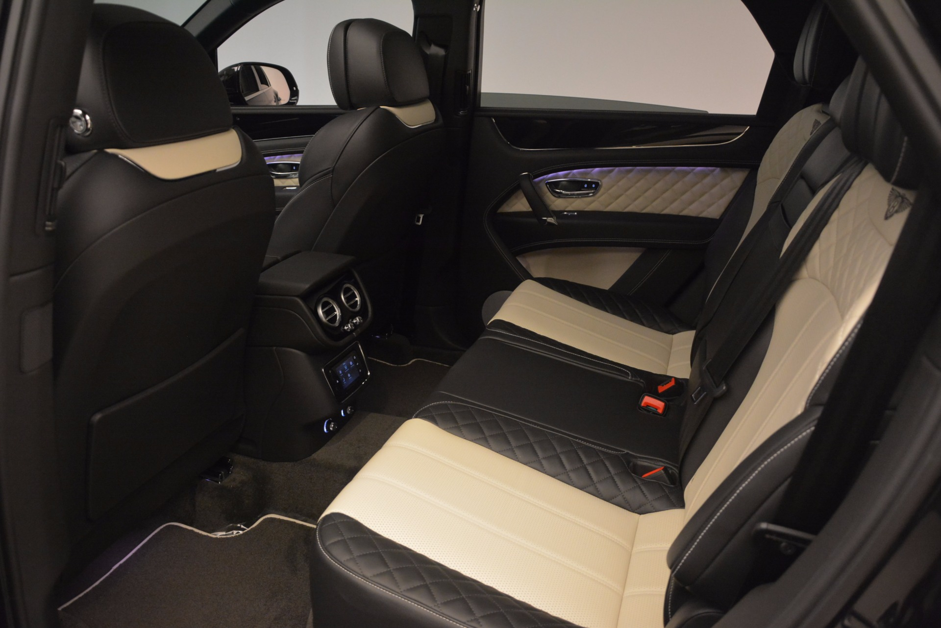 New 2018 Bentley Bentayga Signature For Sale In Greenwich, CT 1424_p31
