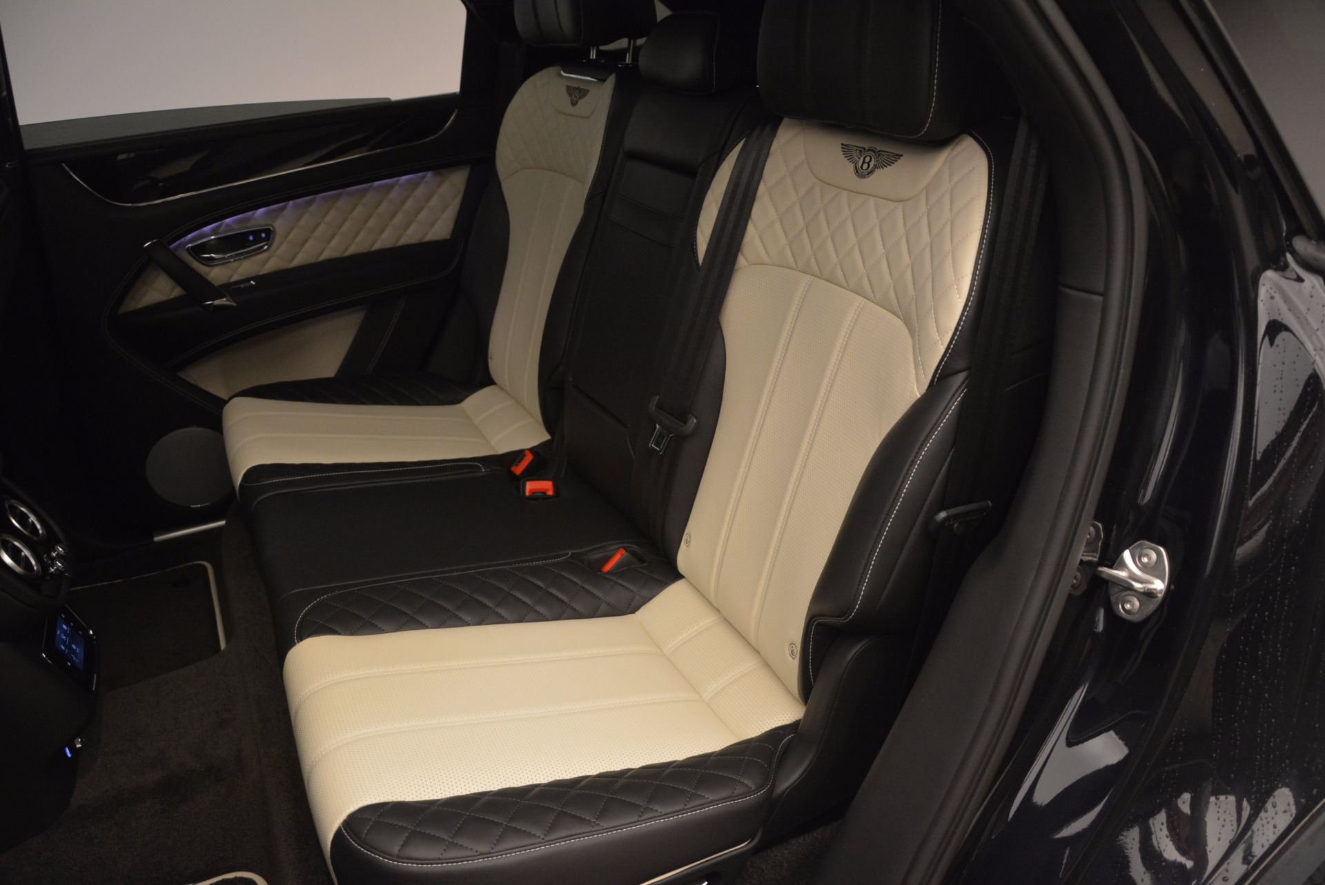 New 2018 Bentley Bentayga Signature For Sale In Greenwich, CT 1424_p33