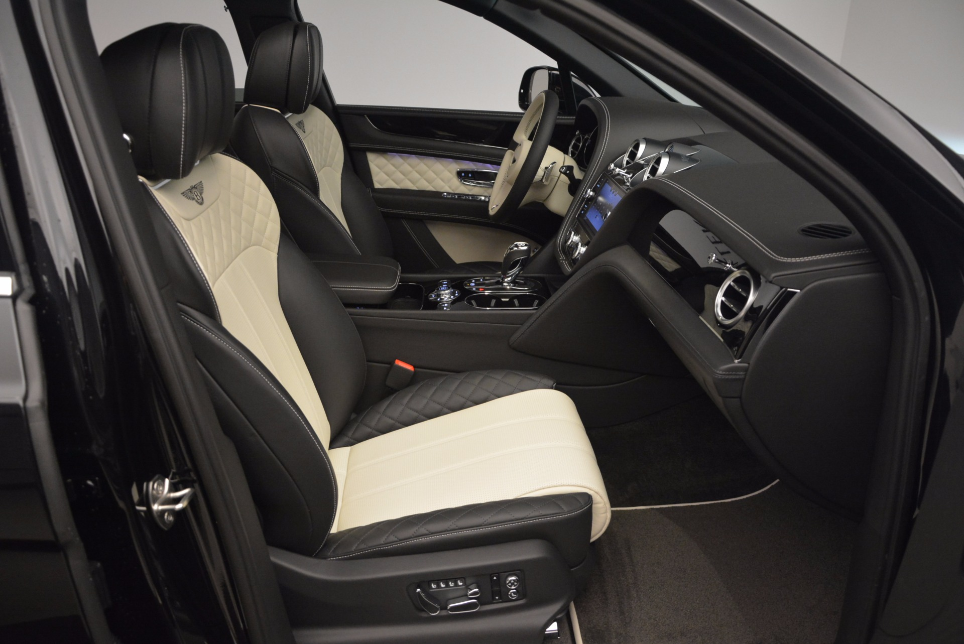 New 2018 Bentley Bentayga Signature For Sale In Greenwich, CT 1424_p42