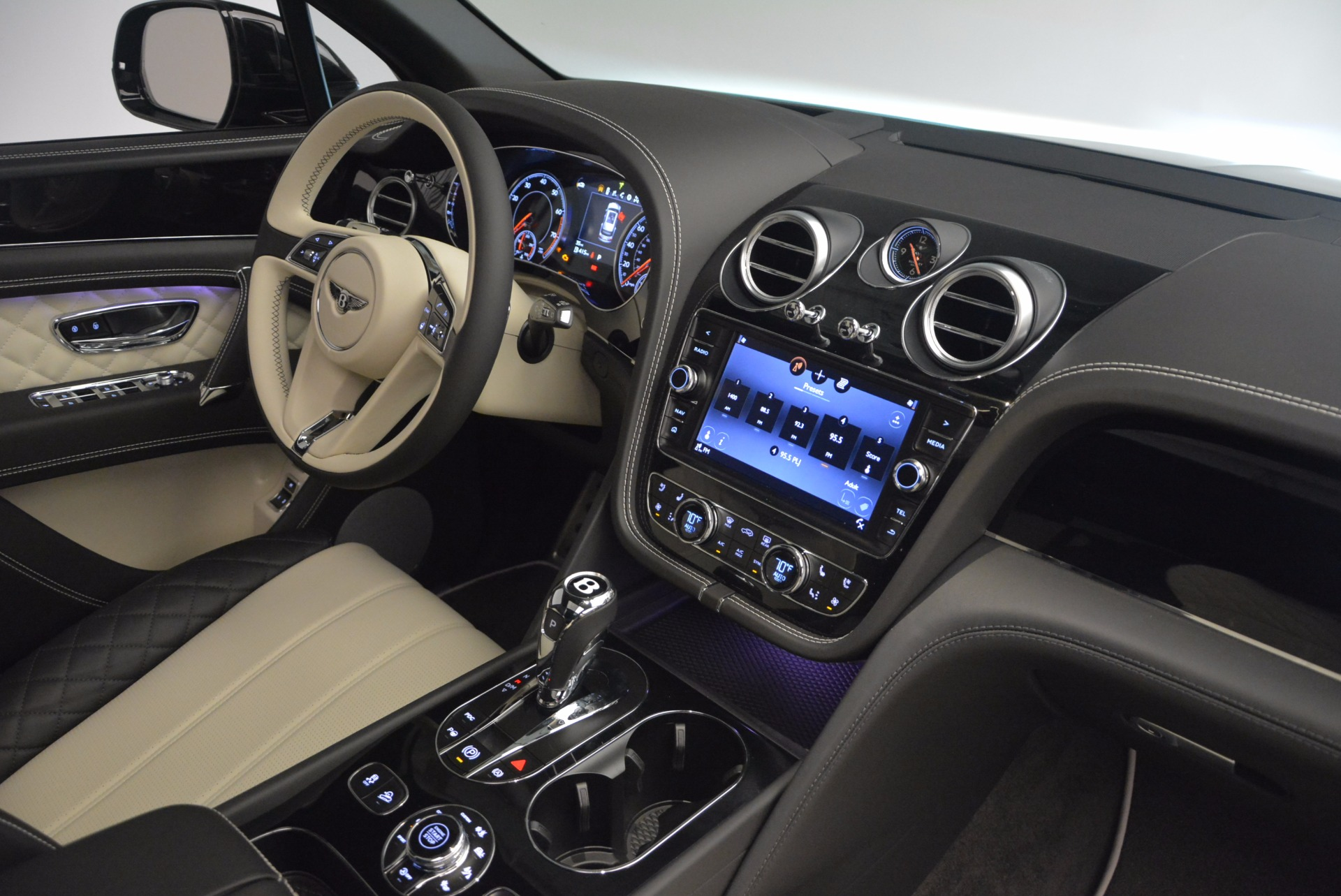 New 2018 Bentley Bentayga Signature For Sale In Greenwich, CT 1424_p44