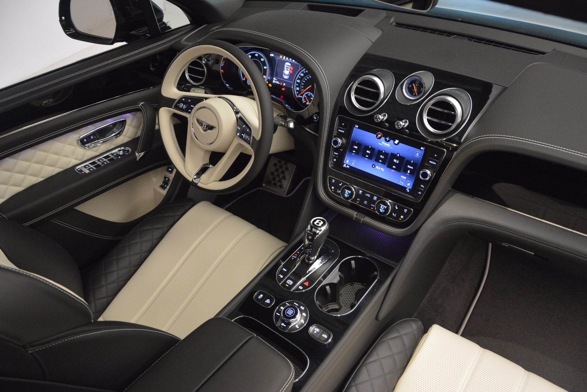 New 2018 Bentley Bentayga Signature For Sale In Greenwich, CT 1424_p45