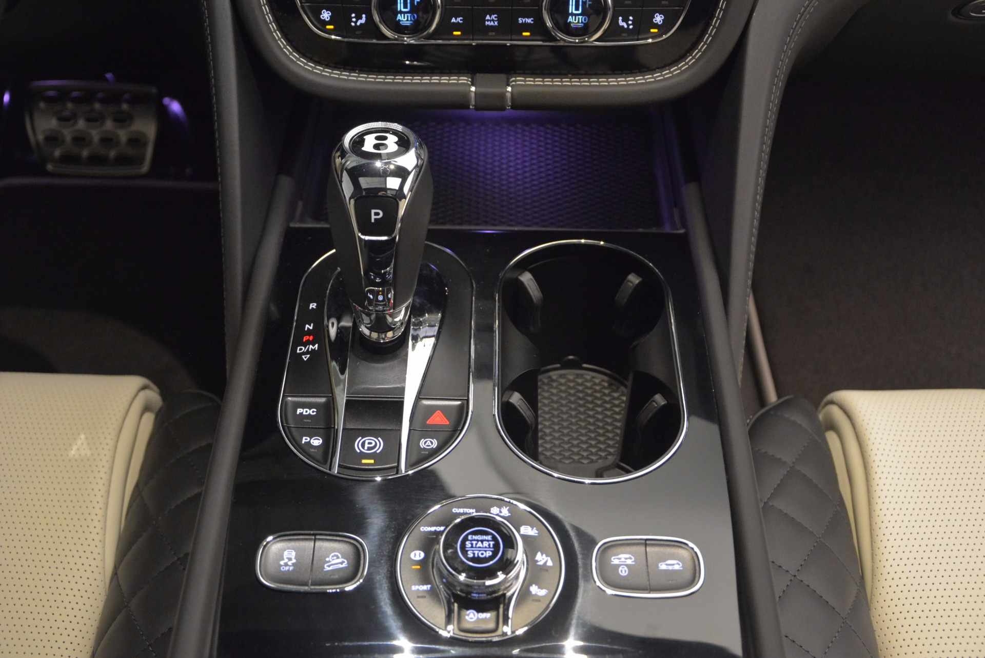 New 2018 Bentley Bentayga Signature For Sale In Greenwich, CT 1424_p49