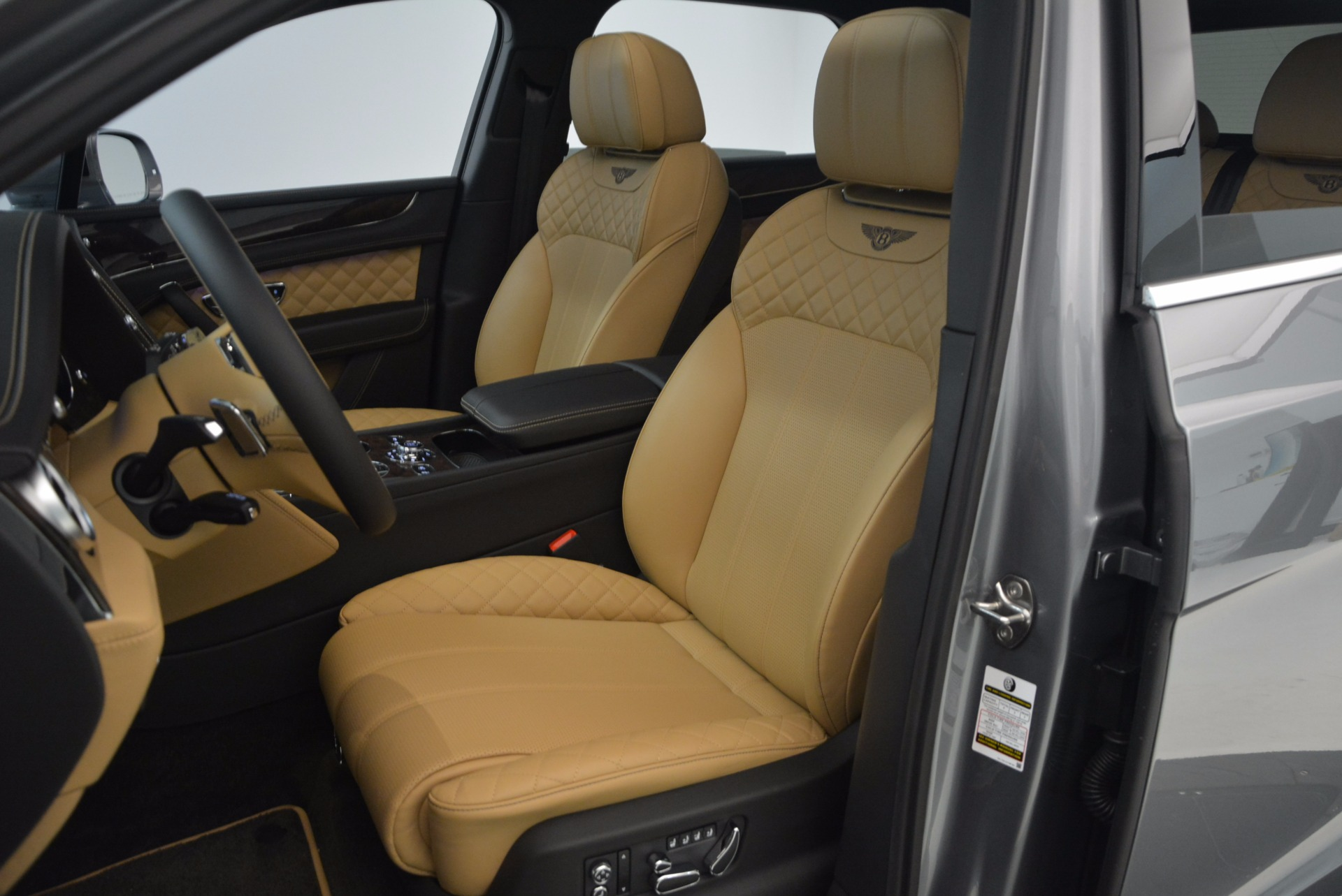 New 2018 Bentley Bentayga  For Sale In Greenwich, CT 1426_p28