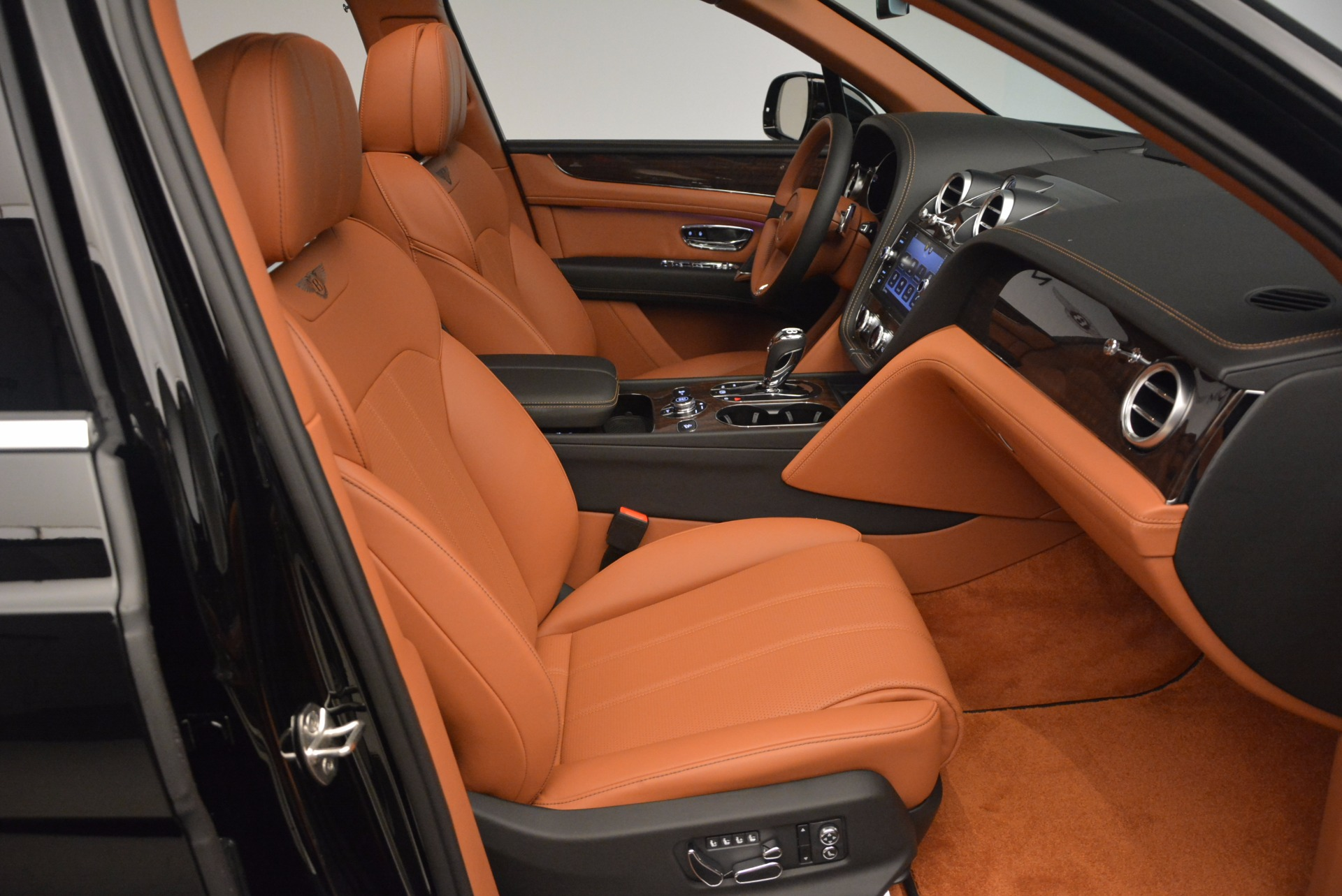 New 2018 Bentley Bentayga Onyx For Sale In Greenwich, CT 1428_p41