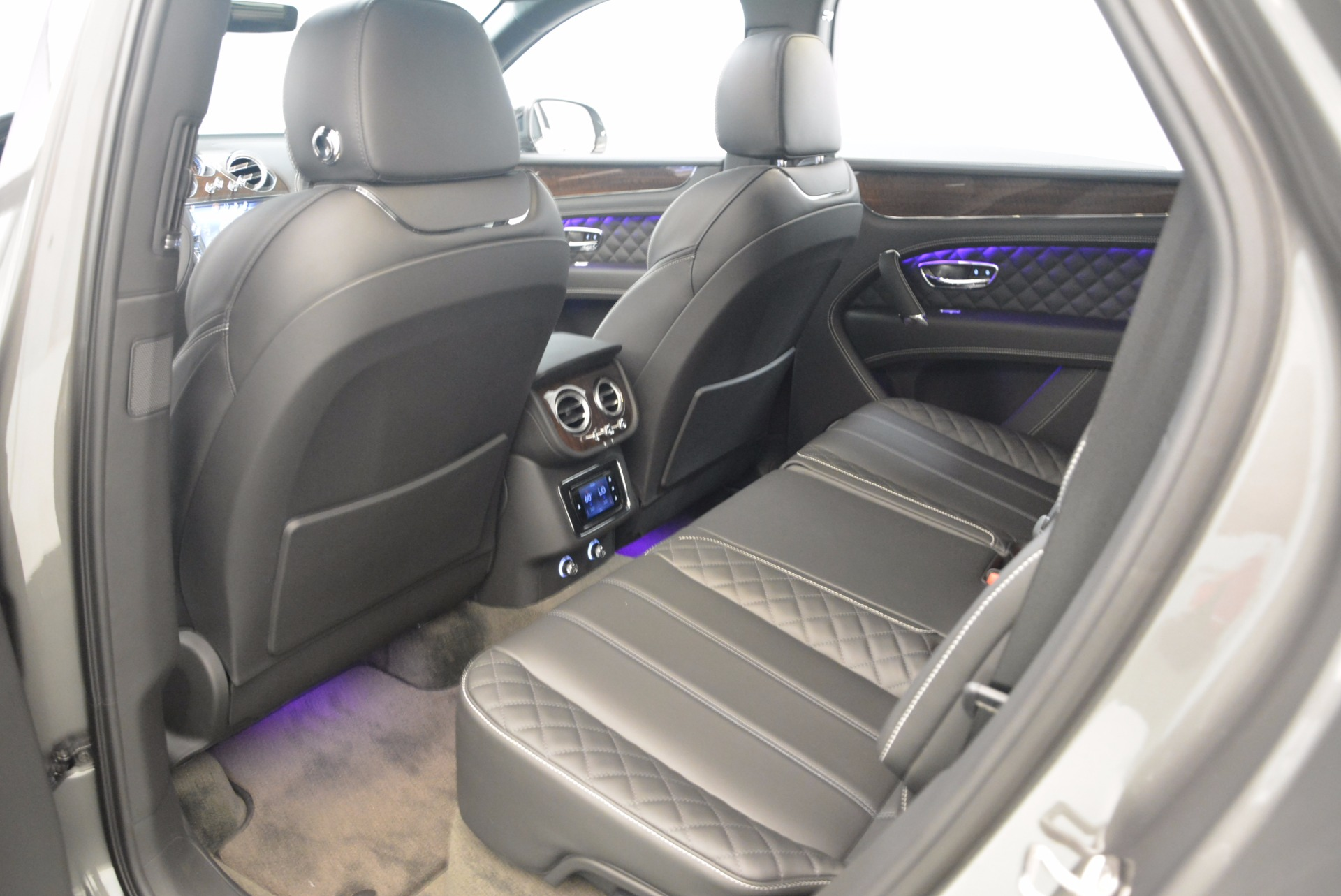 New 2018 Bentley Bentayga Black Edition For Sale In Greenwich, CT 1431_p27