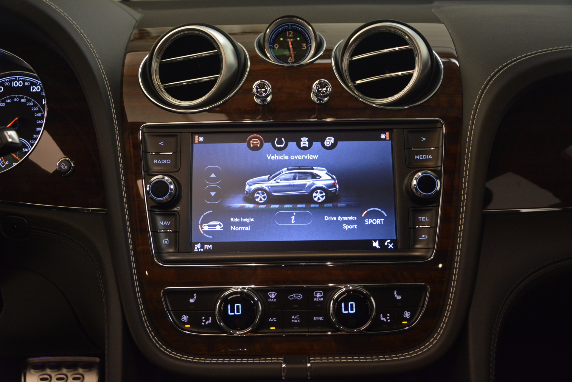 New 2018 Bentley Bentayga Black Edition For Sale In Greenwich, CT 1431_p31