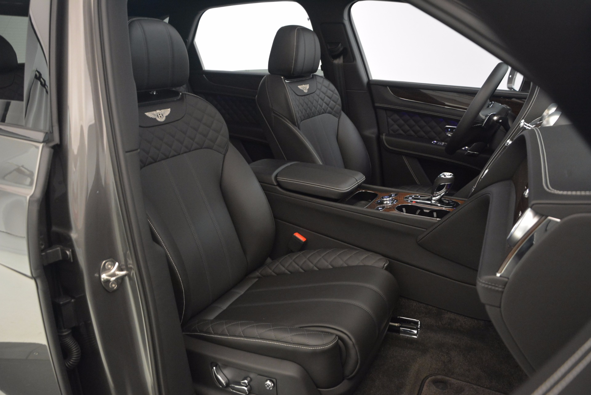 New 2018 Bentley Bentayga Black Edition For Sale In Greenwich, CT 1431_p36