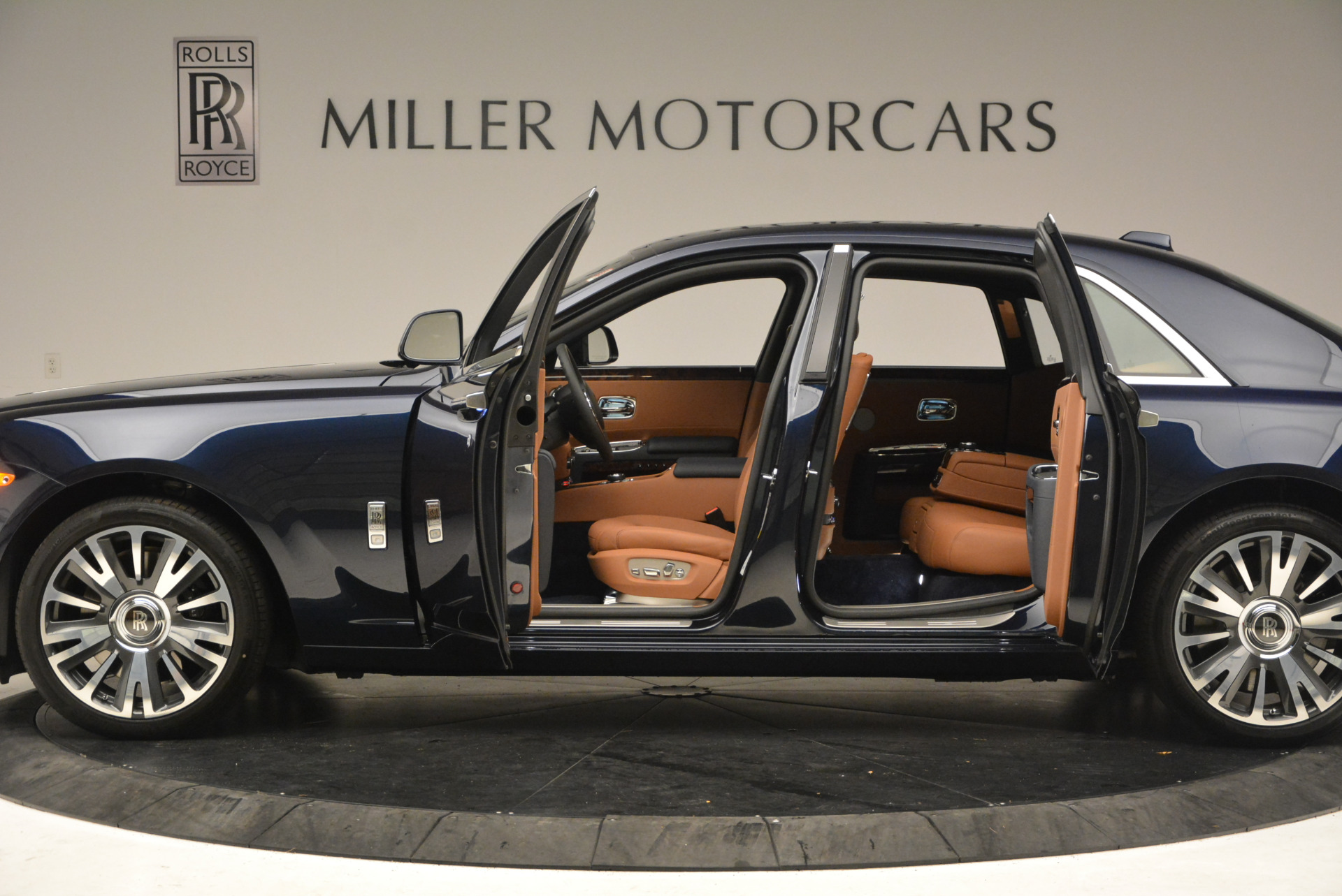 New 2018 Rolls-Royce Ghost  For Sale In Greenwich, CT 1457_p14
