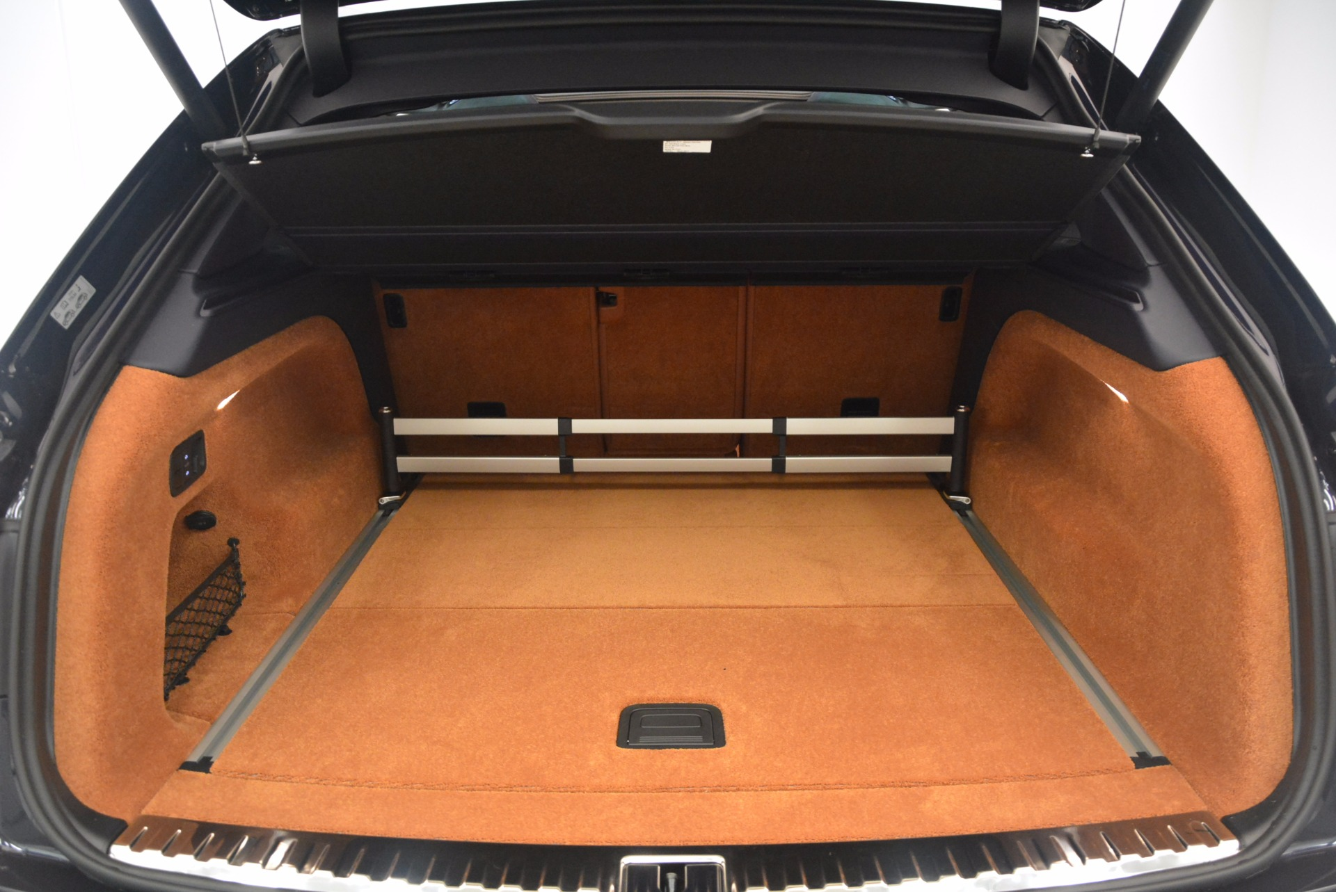 Used 2018 Bentley Bentayga W12 Signature For Sale In Greenwich, CT 1468_p34